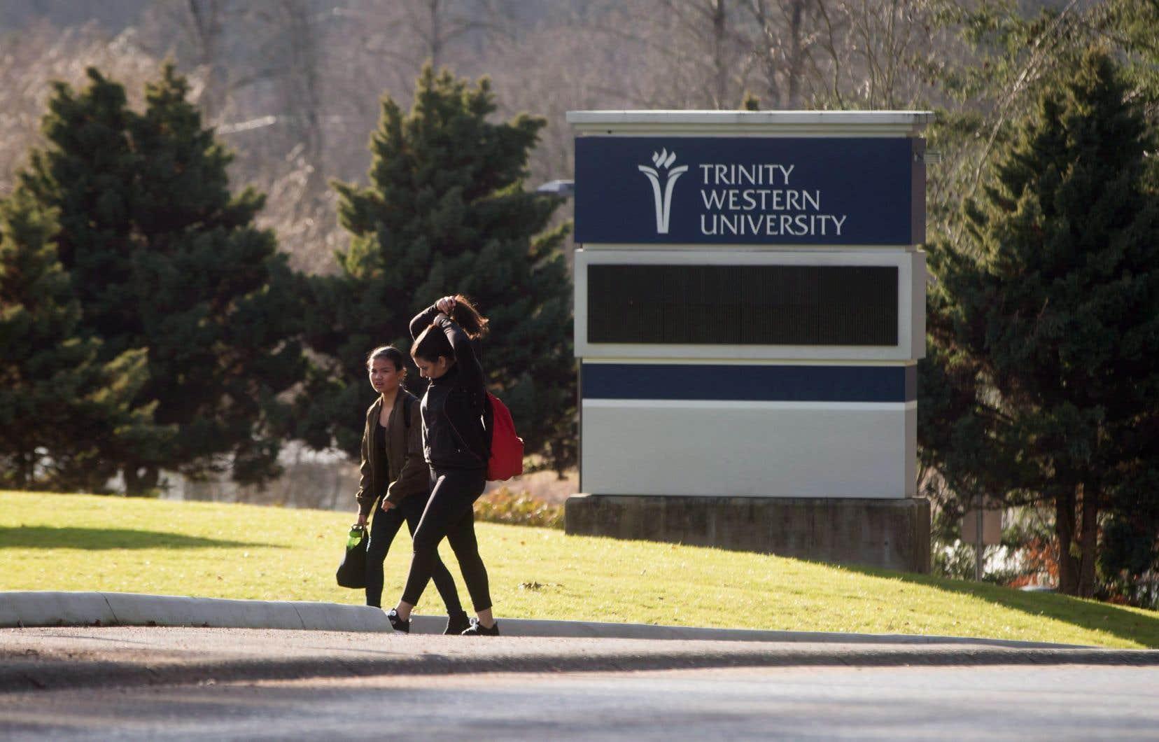 L'Université Trinity Western a été fondée sur les principes chrétiens évangéliques.