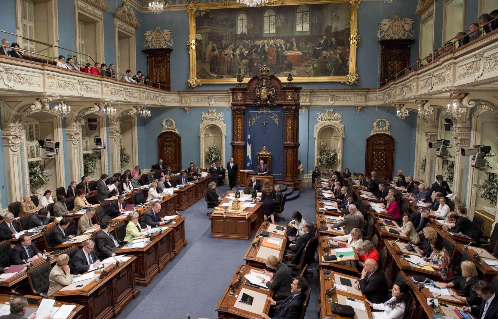 Les députés libéraux ont rejeté le rapport de la Commissaire — et ont exempté Pierre Paradis de payer l'amende — sur la base d'un avis juridique commandé par le leader du gouvernement, Jean-Marc Fournier, rappellent les auteurs.