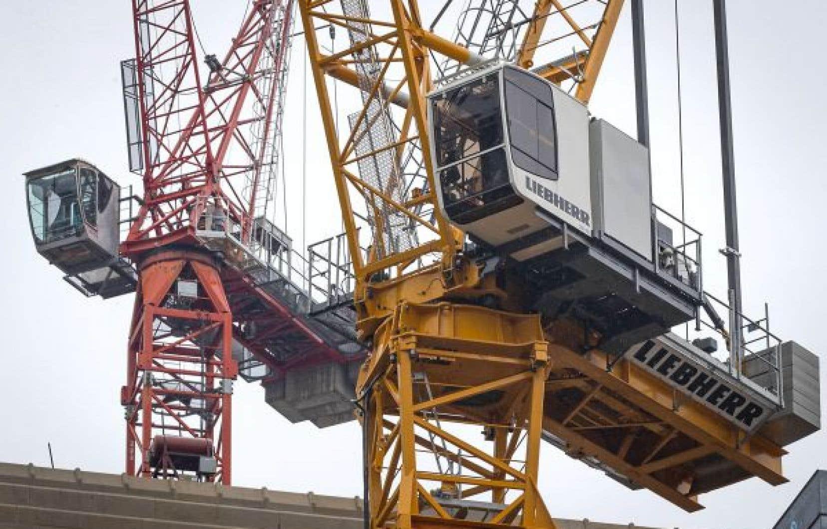 Les moyens de pression ont débuté jeudi dernier au chantier du nouveau pont Champlain entre Montréal et la Rive-Sud. Lundi, la grève s'est généralisée à plusieurs chantiers du Québec.