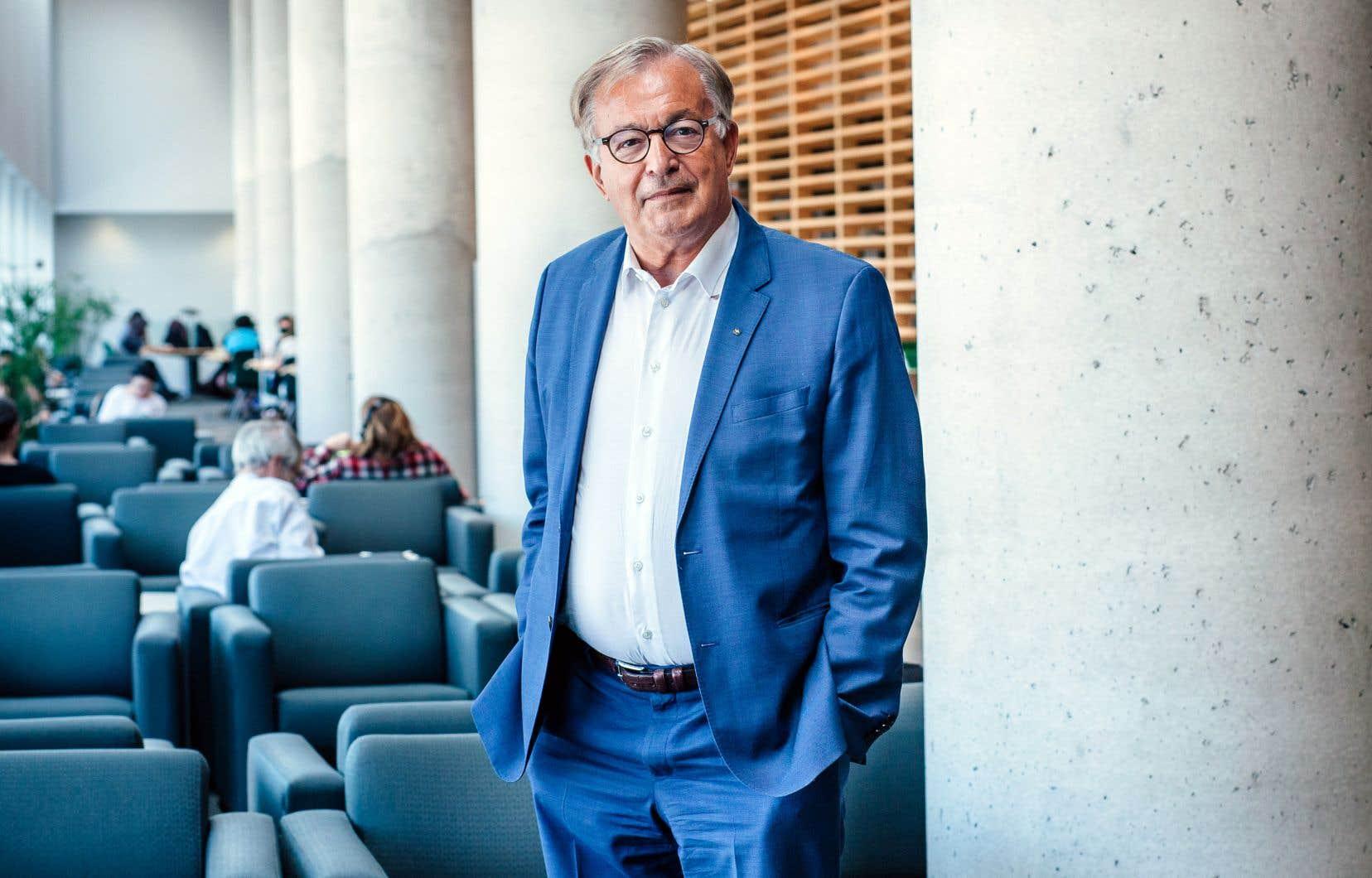 Depuis trois semaines, Jean-Louis Roy est le nouveau patron deBibliothèque et Archives nationales du Québec.