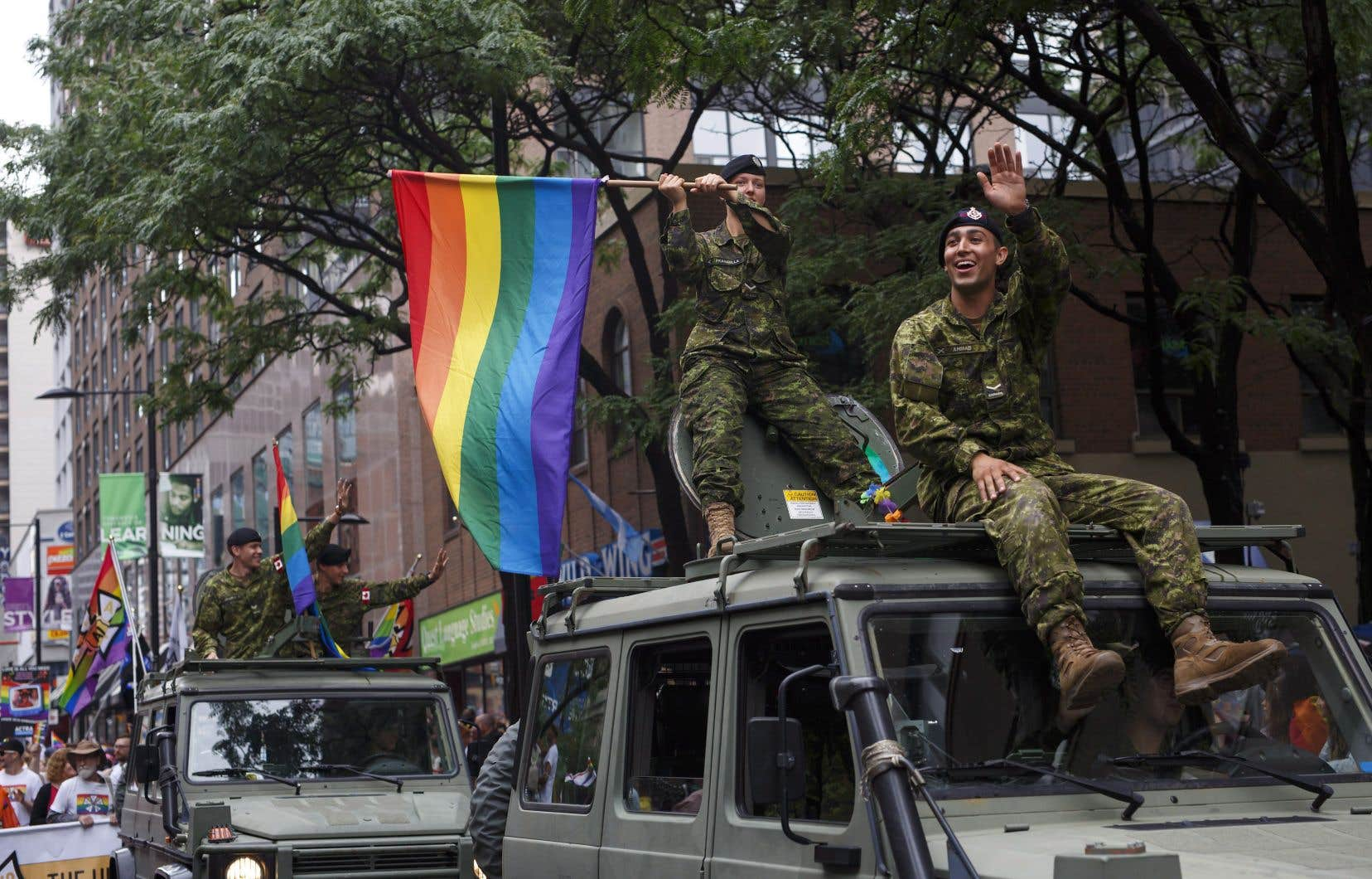 La foule a envahi les rues de Toronto, dimanche après-midi, pour prendre part au plus important défilé de la Fierté gaie au Canada.