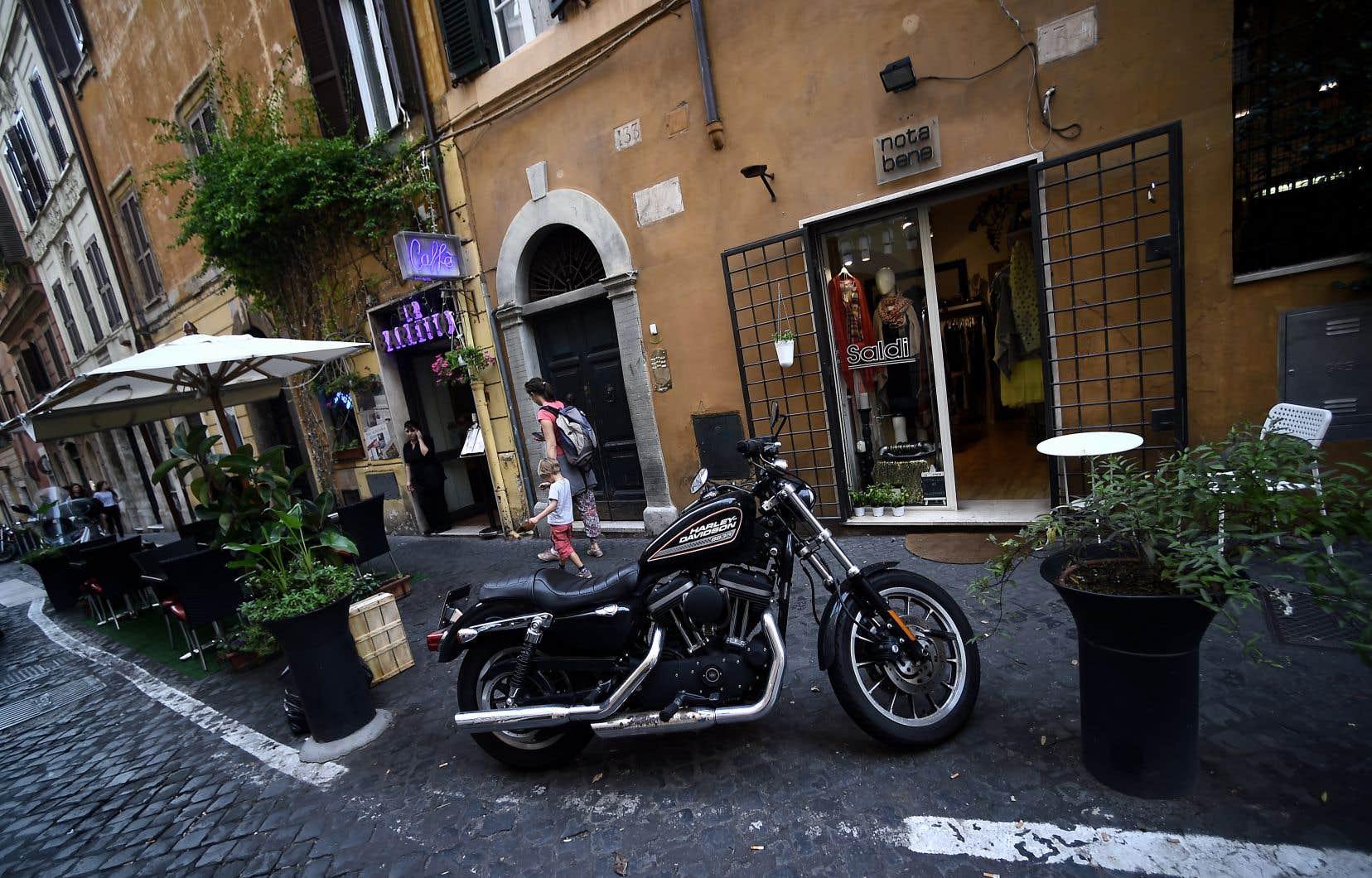 Une motocyclette Harley-Davidson dans les rues de Rome. Le marché européen est le second en importance pour la compagnie américaine, après les États-Unis.