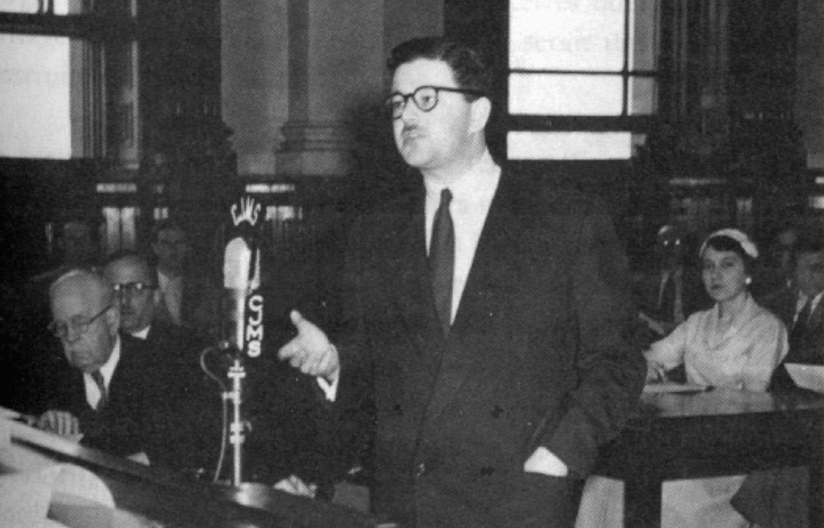 D'abord élu en 1960, Paul Gérin-Lajoie a été ministre de l'Éducation au sein du gouvernement Lesage, de 1964 à 1966.
