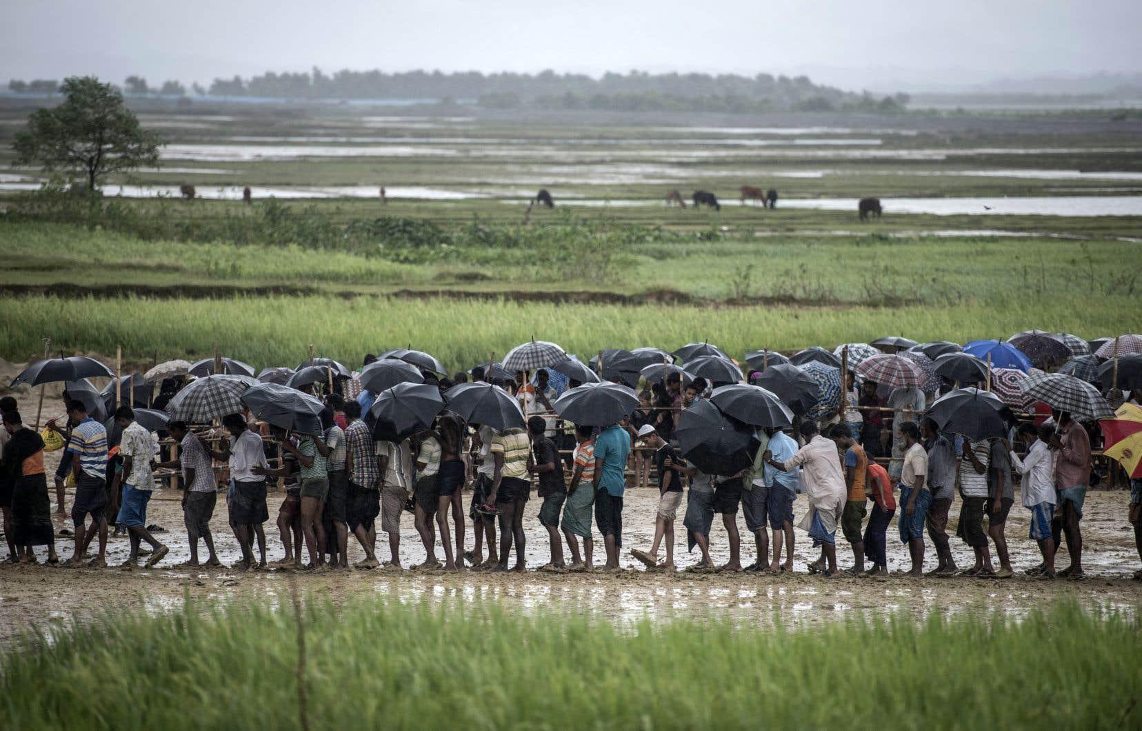 Environ 700000 musulmans rohingyas ont fui depuis août 2017 l'ouest du Myanmar sous la pression d'opérations militaires et ont trouvé refuge au Bangladesh.
