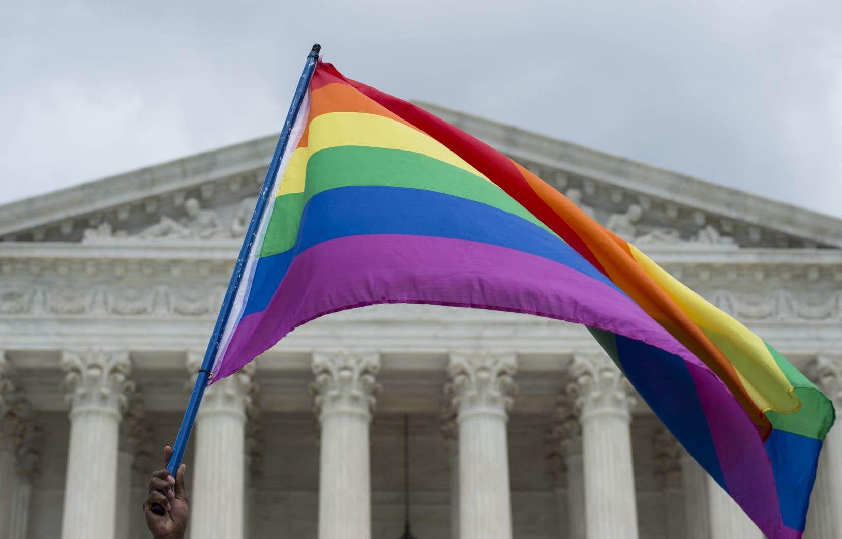 Le débat autour de grands principes protégés par la Constitution — liberté de croyance, égalité sexuelle et liberté d'expression — est appelé à se poursuivre, car de multiples tribunaux dans tous les États-Unis sont saisis de plaintes sur le sujet.