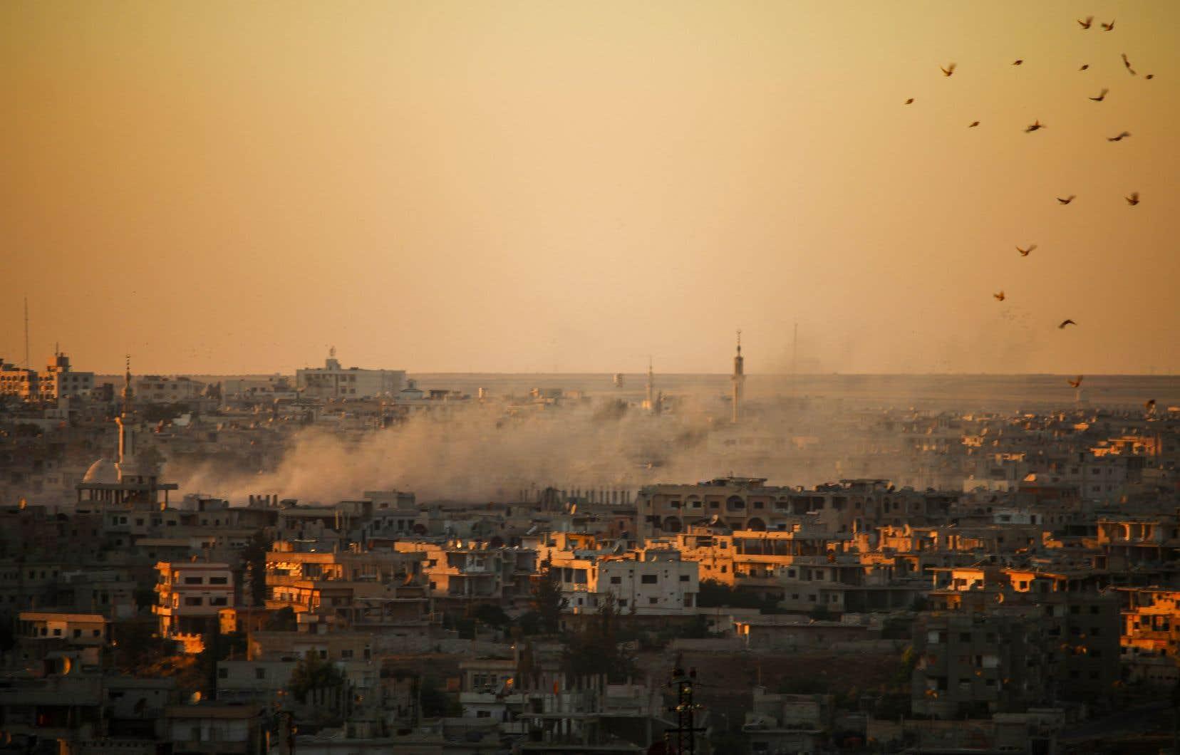 Les forces du régime, soutenues par des frappes russes depuis samedi, ont visé au cours des 48 dernières heures des quartiers de la ville de Deraa, chef-lieu de la province éponyme.