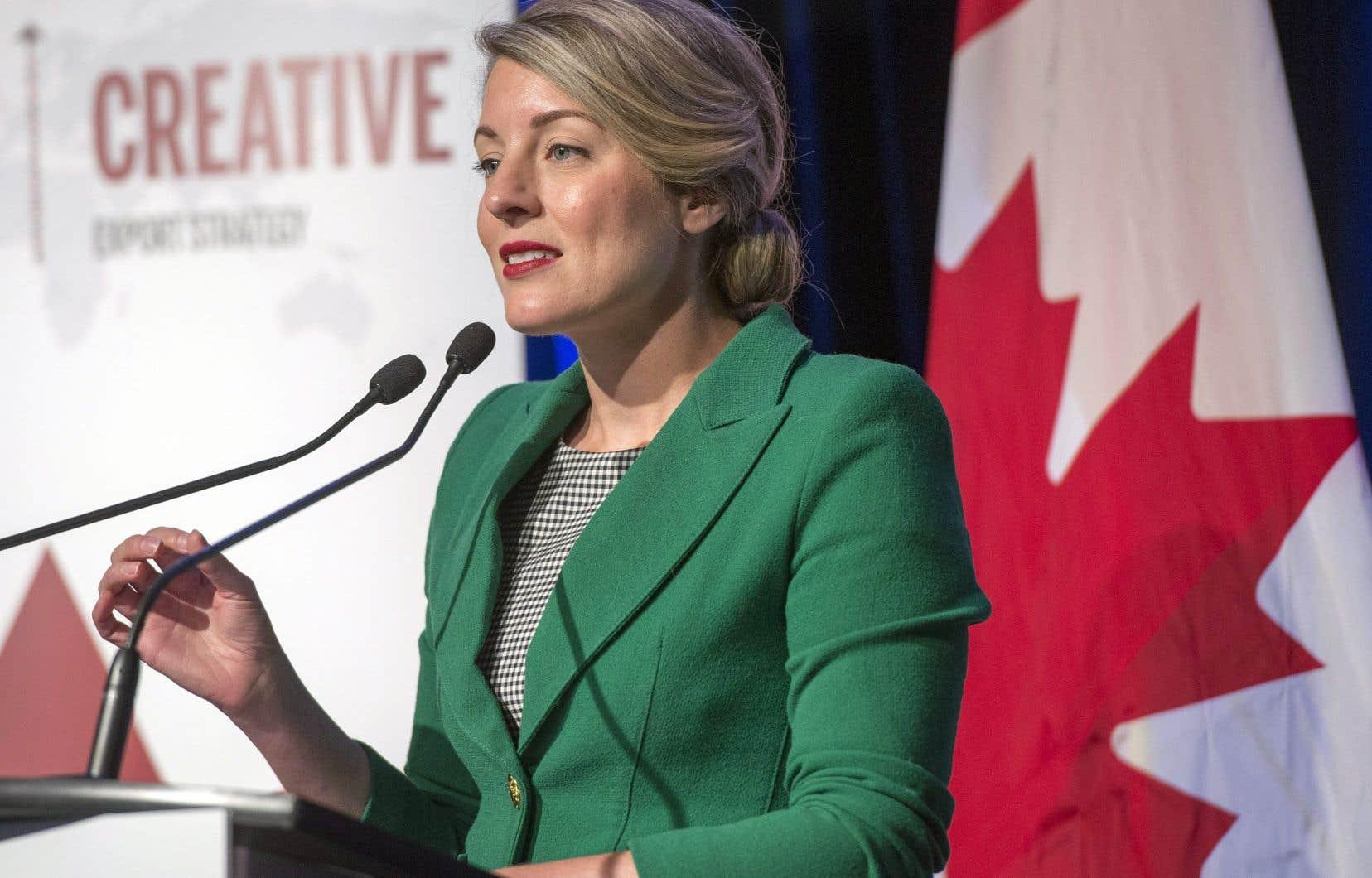 Lors de l'annonce, la ministre du Patrimoine canadien, Mélanie Joly, n'a pas raté l'occasion de diriger quelques flèches bien senties au précédent gouvernement conservateur de Stephen Harper.