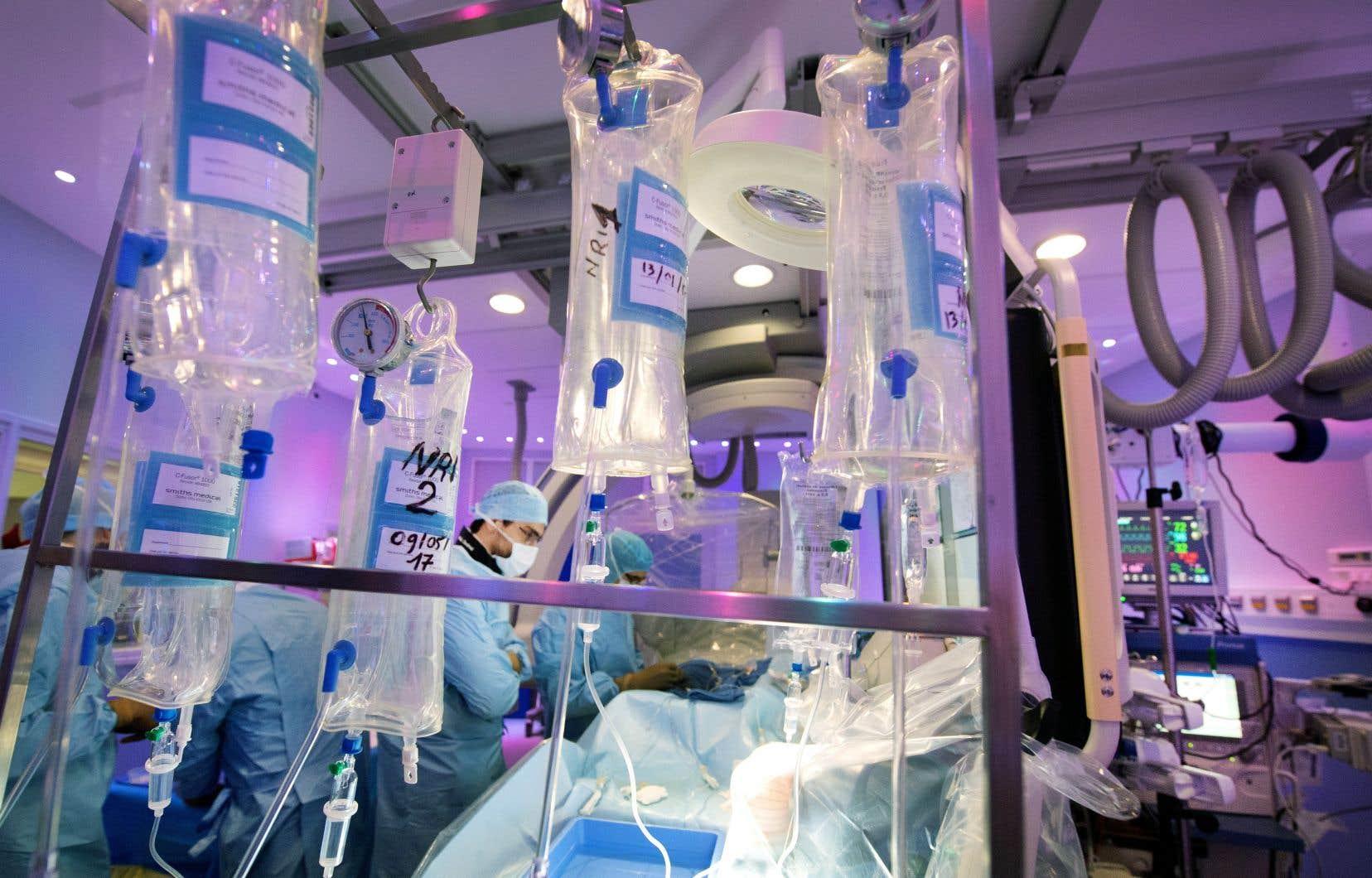 La Fédération médicale étudiante du Québec appuie la création de davantage de postes en spécialité.