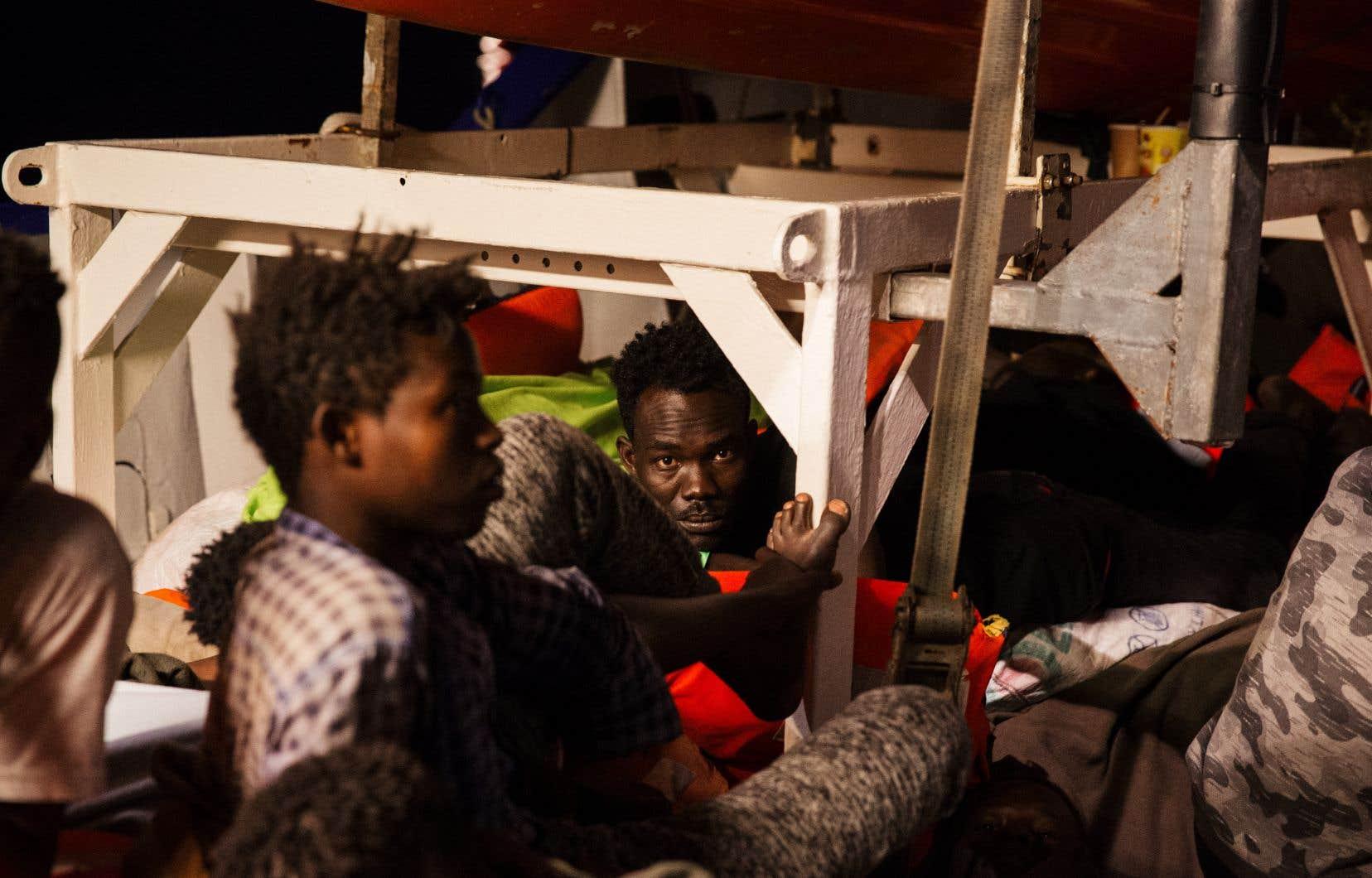 Le navire humanitaire <em>Lifeline</em>transporte233 migrants recueillis au large de la Libye.