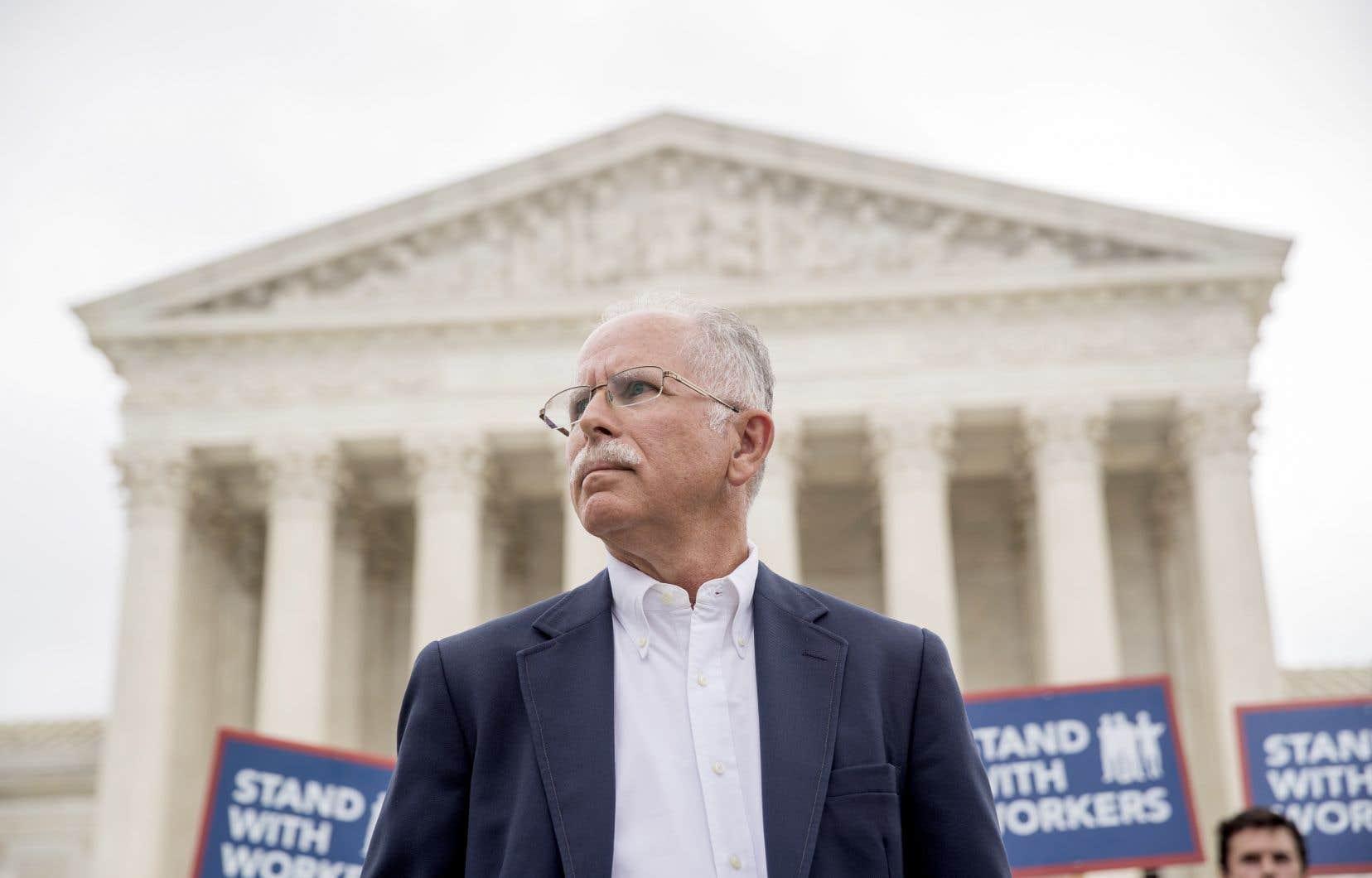 Cette action judiciaire avait été lancée par un simple fonctionnaire travaillant pour l'État américain de l'Illinois, Mark Janus, employé au service de protection de la jeunesse de la Ville de Springfield.