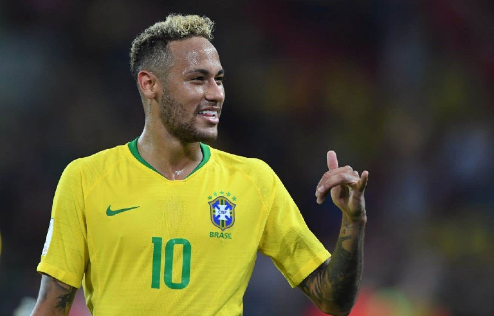 Neymar célébrant la victoire de son équipe