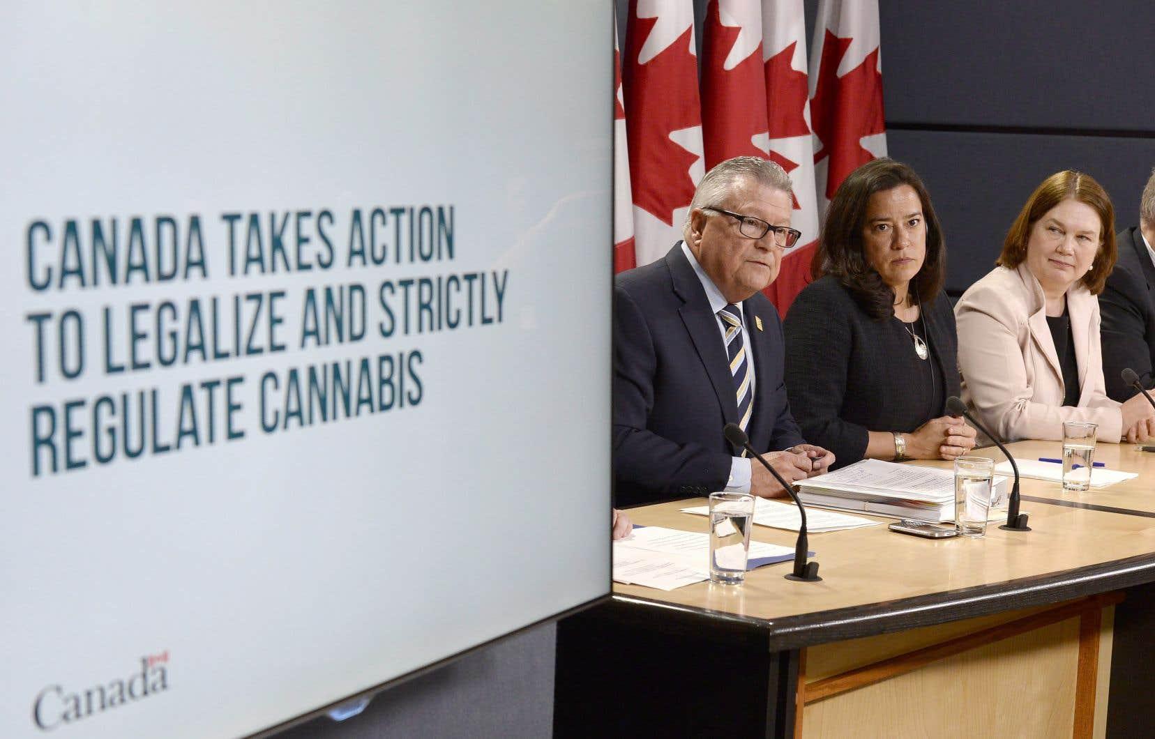 Le nombre de personnes qui devront se prévaloir d'une habilitation de sécurité a été augmenté par Ottawa.