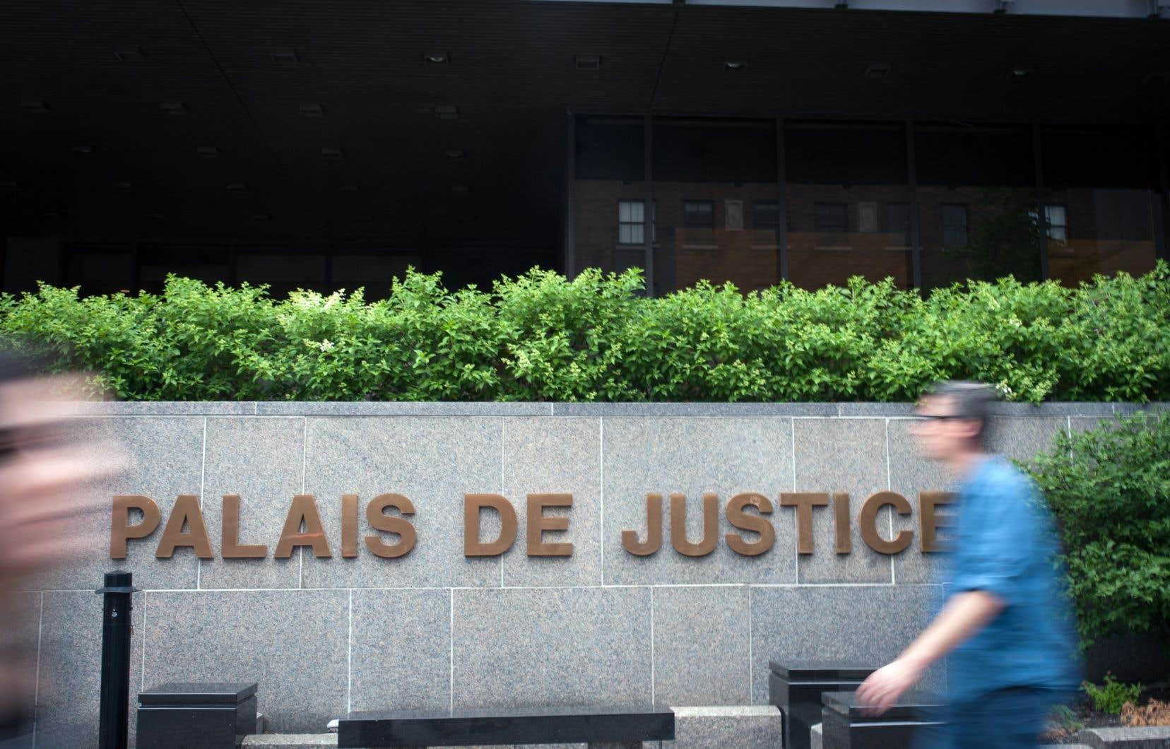 Près de 75% des Québécois affirment qu'ils n'auraient pas l'argent nécessaire pour avoir accès à la justice civile. Les citoyens paient pour un système de justice auquel ils ne peuvent avoir accès, déplorent les auteurs.