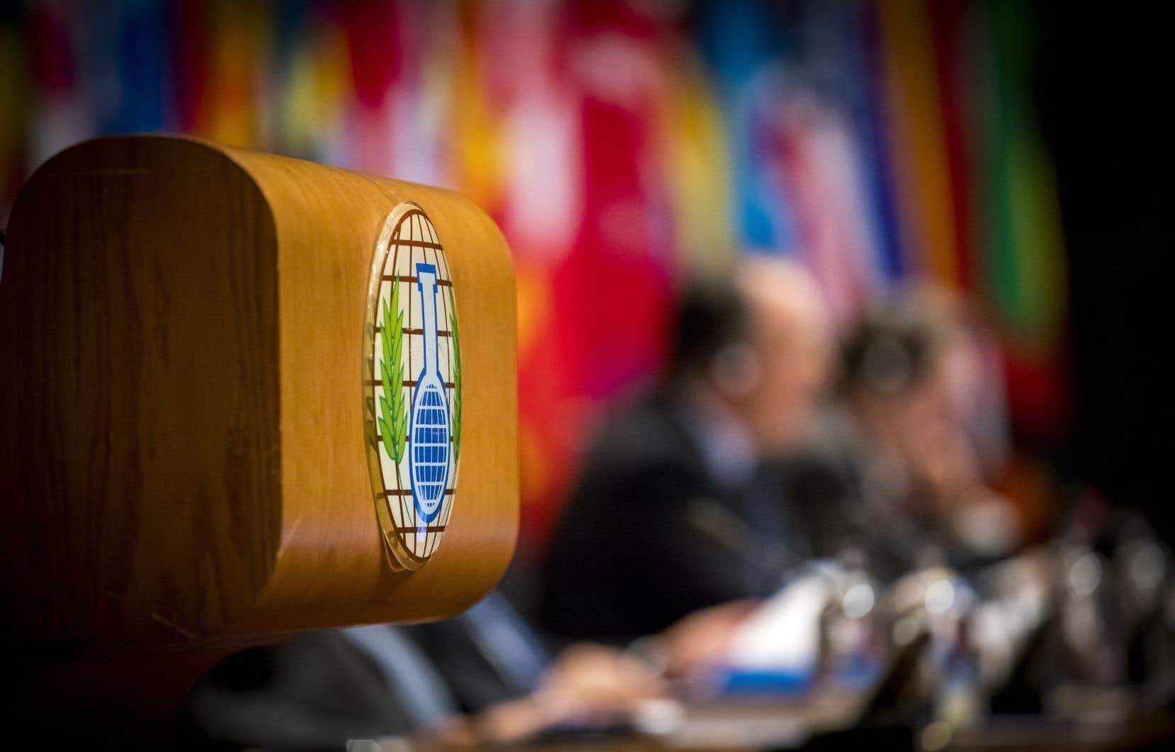 Lors d'un vote à huis clos à LaHaye , 82 pays ont voté en faveur d'une résolution avancée par le Royaume-Uni et 24 s'y sont opposés.