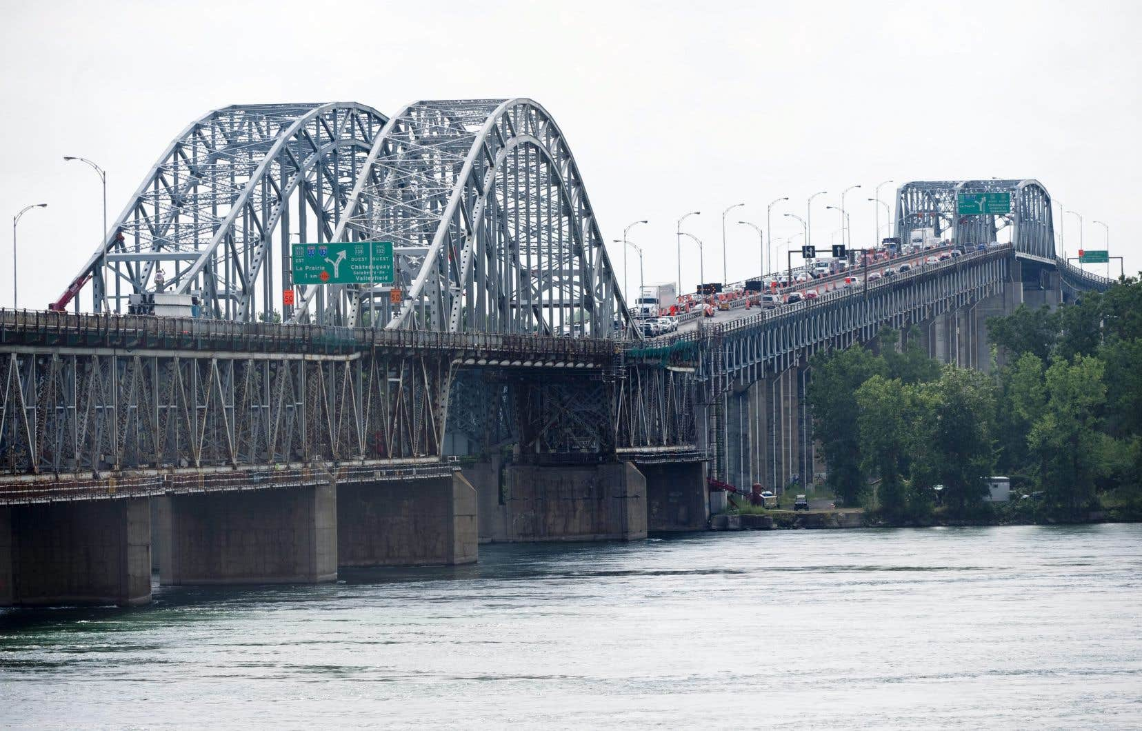 Les poids lourds seront interdits sur le pont Honoré-Mercier aux heures de pointe à compter de l'été.