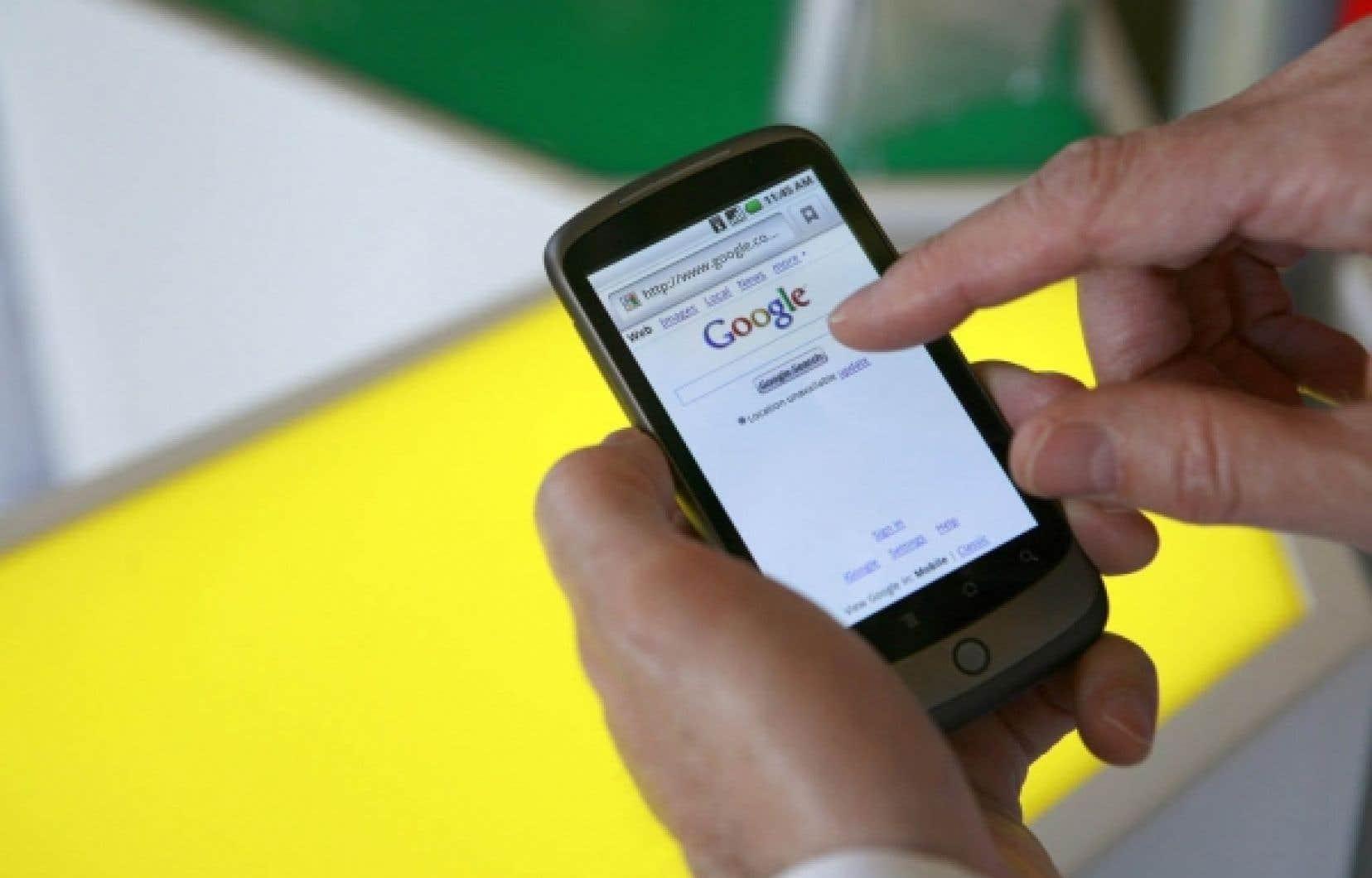 Au Québec, la croissance des téléphones du genre iPhone ou BlackBerry est freinée par les prix élevés imposés par les marchands de cellulaires.