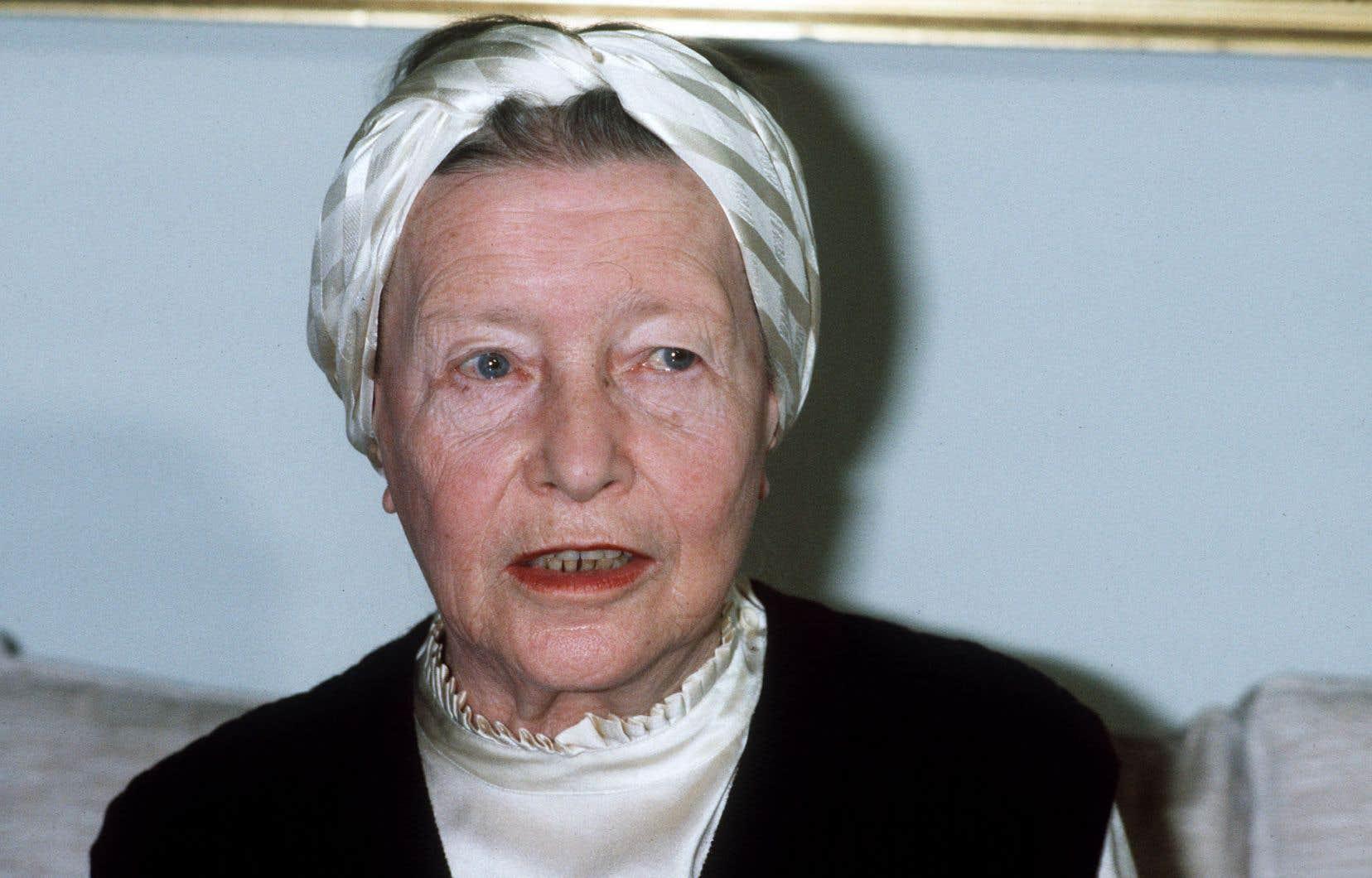 Sa vie, Simone de Beauvoir (ici en 1983) en a fait la matière d'une partie importante de son œuvre.