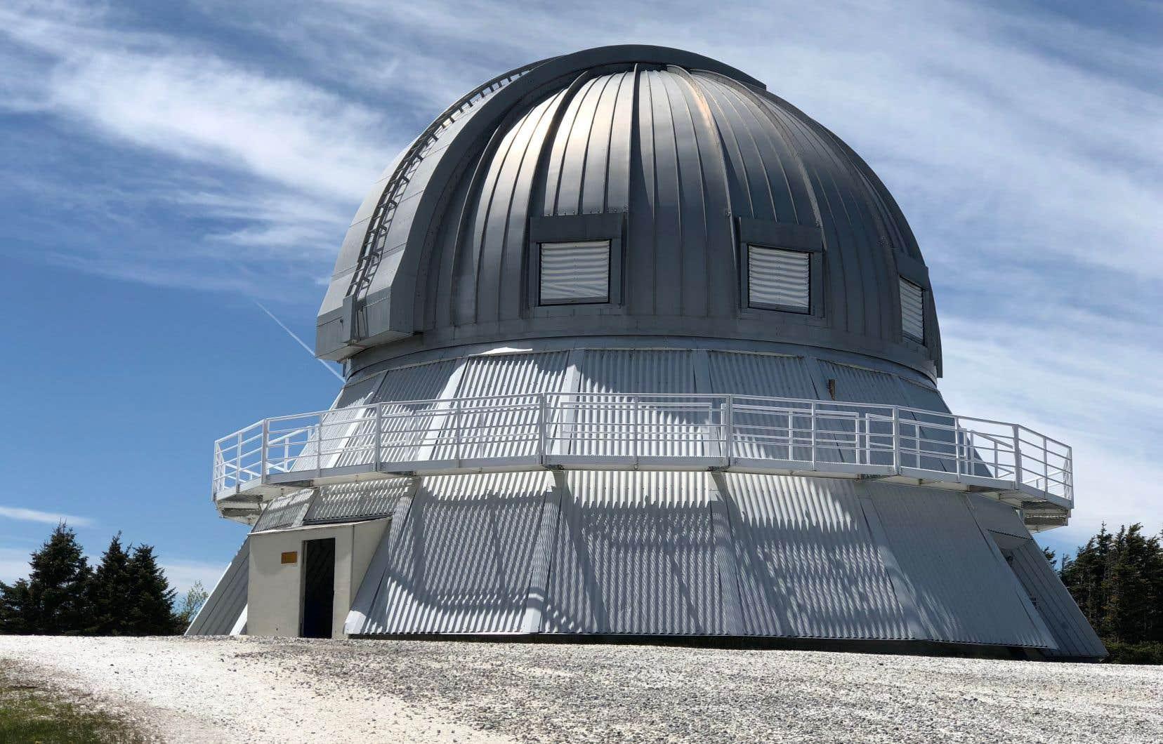 On peut visiter l'observatoire du parc tous les jours de l'été.