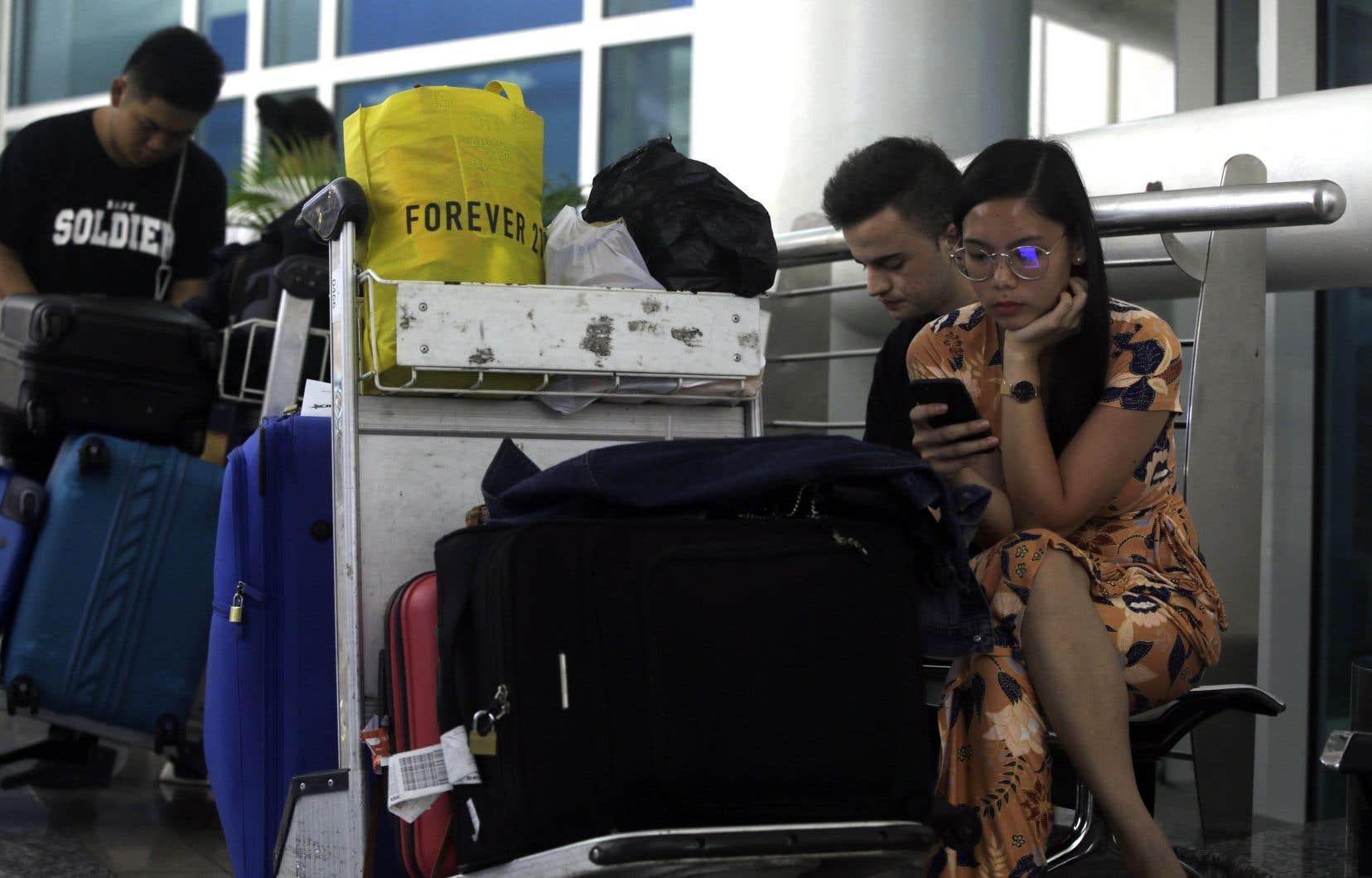 <p>Avant la fermeture de l'aéroport, une cinquantaine de vols avaient déjà dû être annulés à Bali, affectant plus de 8000 passagers.</p>