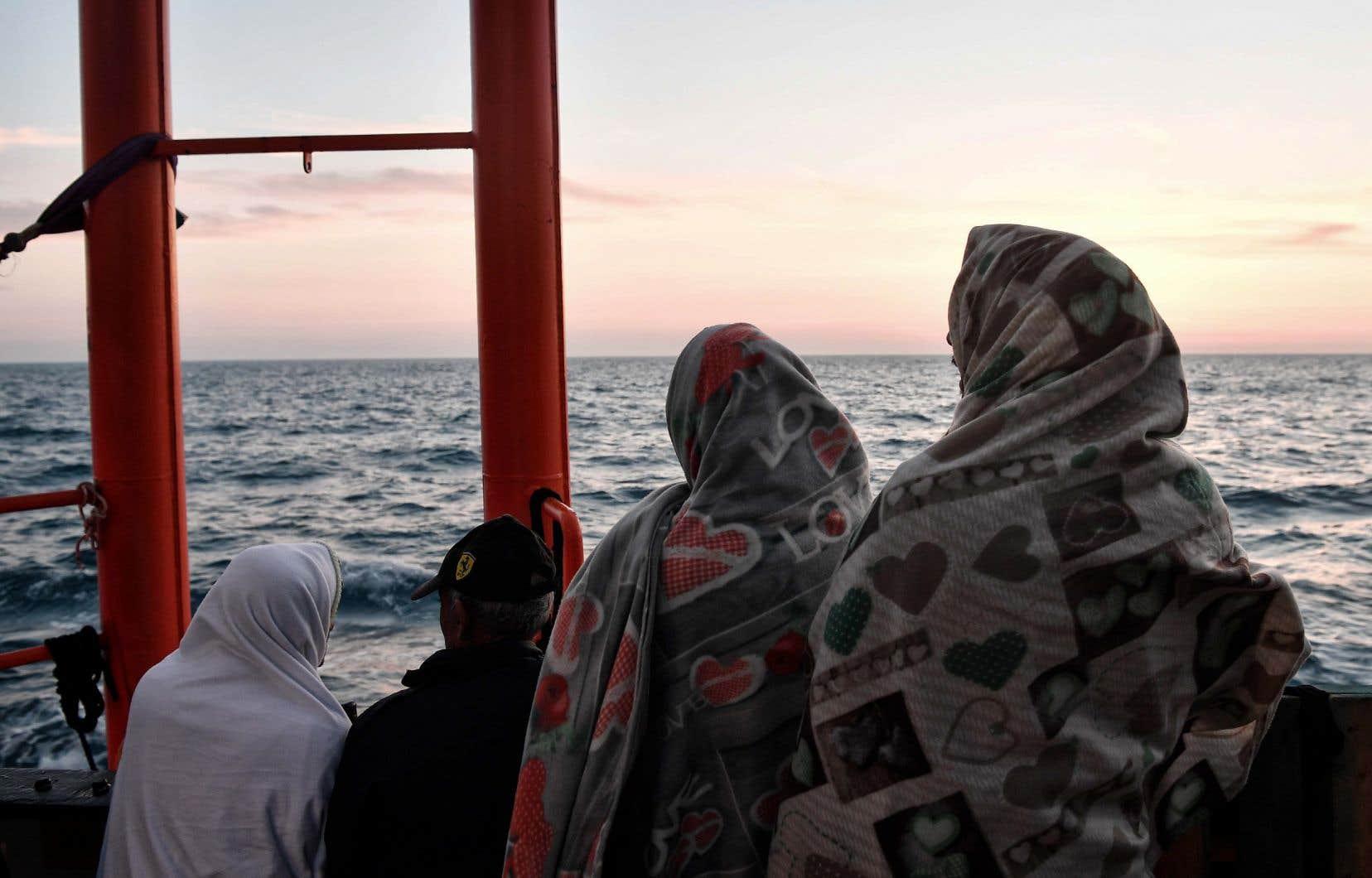 Un nouveau drame est survenu vendredi: trois bébés sont morts et une centaine de personnes sont portées disparues après le naufrage d'un canot pneumatique au large des côtes de la Libye.
