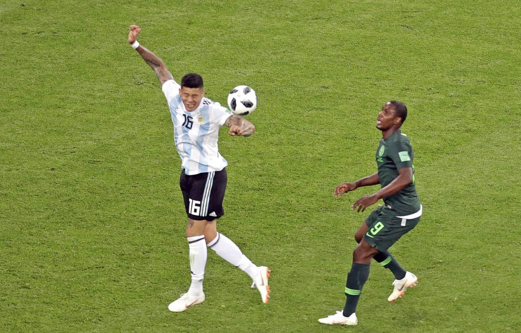 Le ballon touchant le bras de Marcos Rojo, mardi