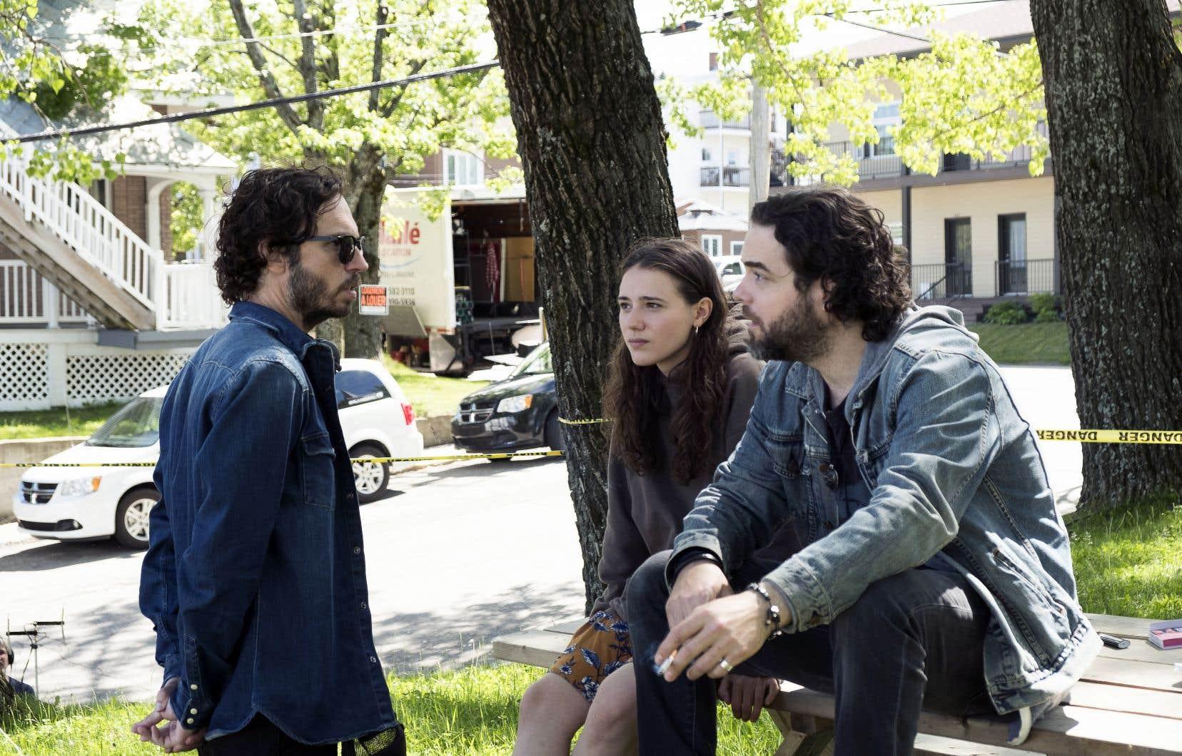 Le réalisateur Sébastien Pilote avec deux des principaux acteurs, Karelle Tremblay, qui porte le film, et Pierre-Luc Brillant, lors du tournage de «La disparition des lucioles».