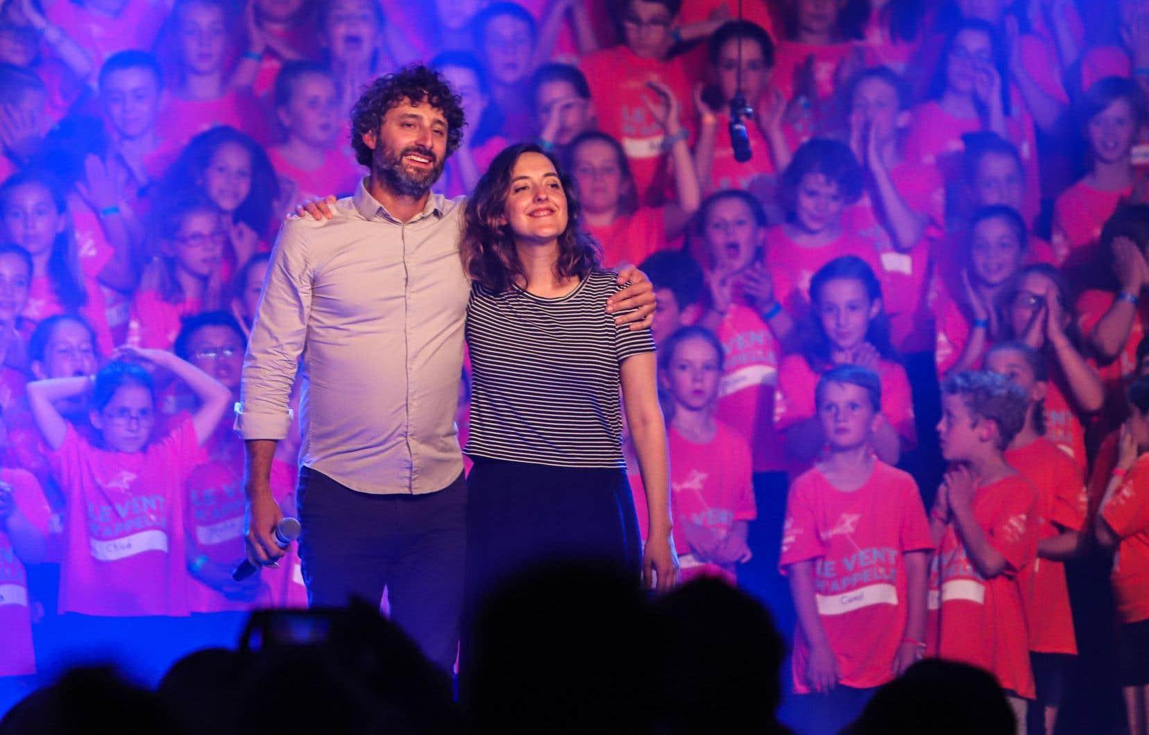 Louis-Jean Cormier et Marie-Pierre Arthur ont été au centre d'un hommage chanté par un chœur de 250 enfants en ouverture du festival jeudi.