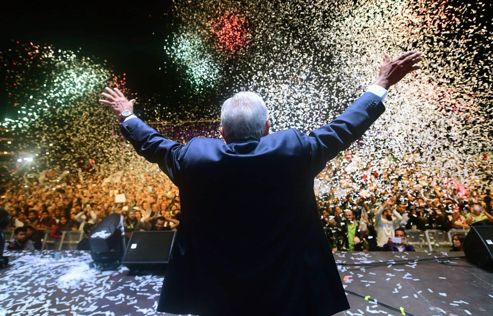 Le nouveau président élu du Mexique, Andrés Manuel López Obrador, lors de son discours de victoire à Mexico, dimanche.