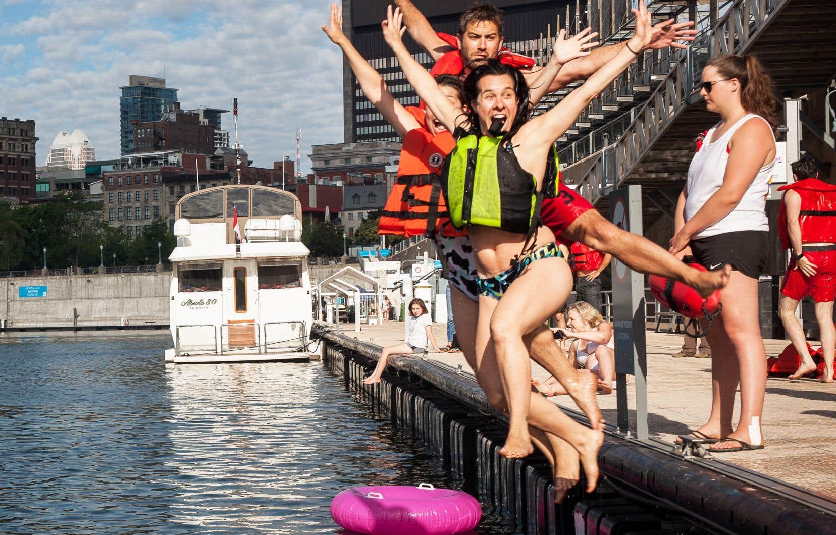La mairesse de Montréal, Valérie Plante, était du groupe qui s'est jeté dans le fleuve, mardi, pour le Grand Splash.