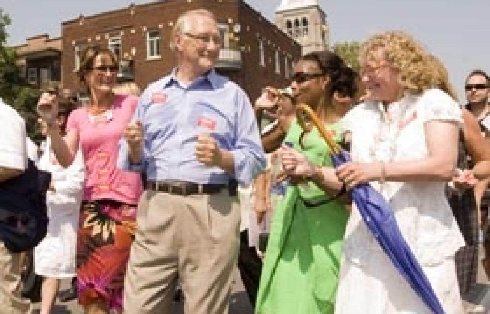 Le maire de Montréal, Gérald Tremblay, a semblé bien s'amuser hier en compagnie des ministres québécoises de la Justice, Kathleen Weil, de l'Immigration et des Communautés culturelles, Yolande James, et des Aînés, Marguerite Blais.