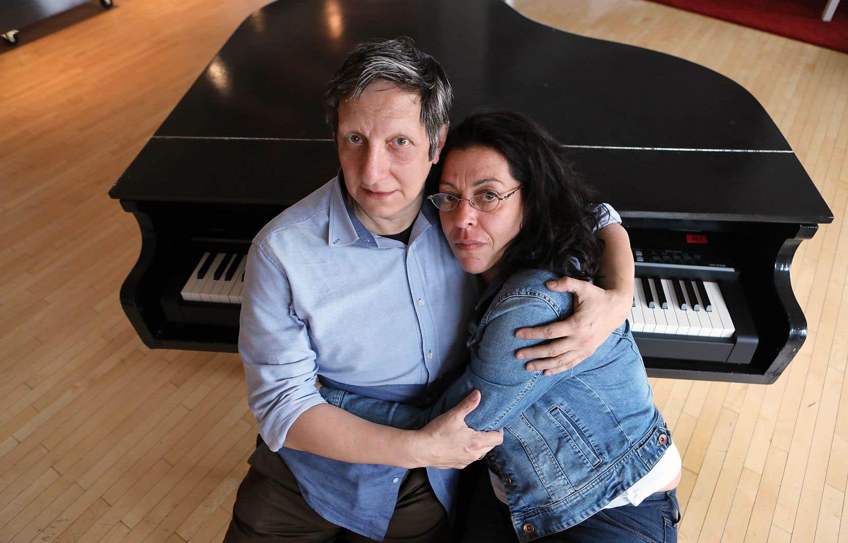Le metteur en scène Robert Lepage et la chanteuse Betty Bonifassi ne se sont pas encore exprimés publiquement sur la polémique autour de leur spectacle. Sur la photo, on les aperçoit quelques jours avant la première du spectacle.