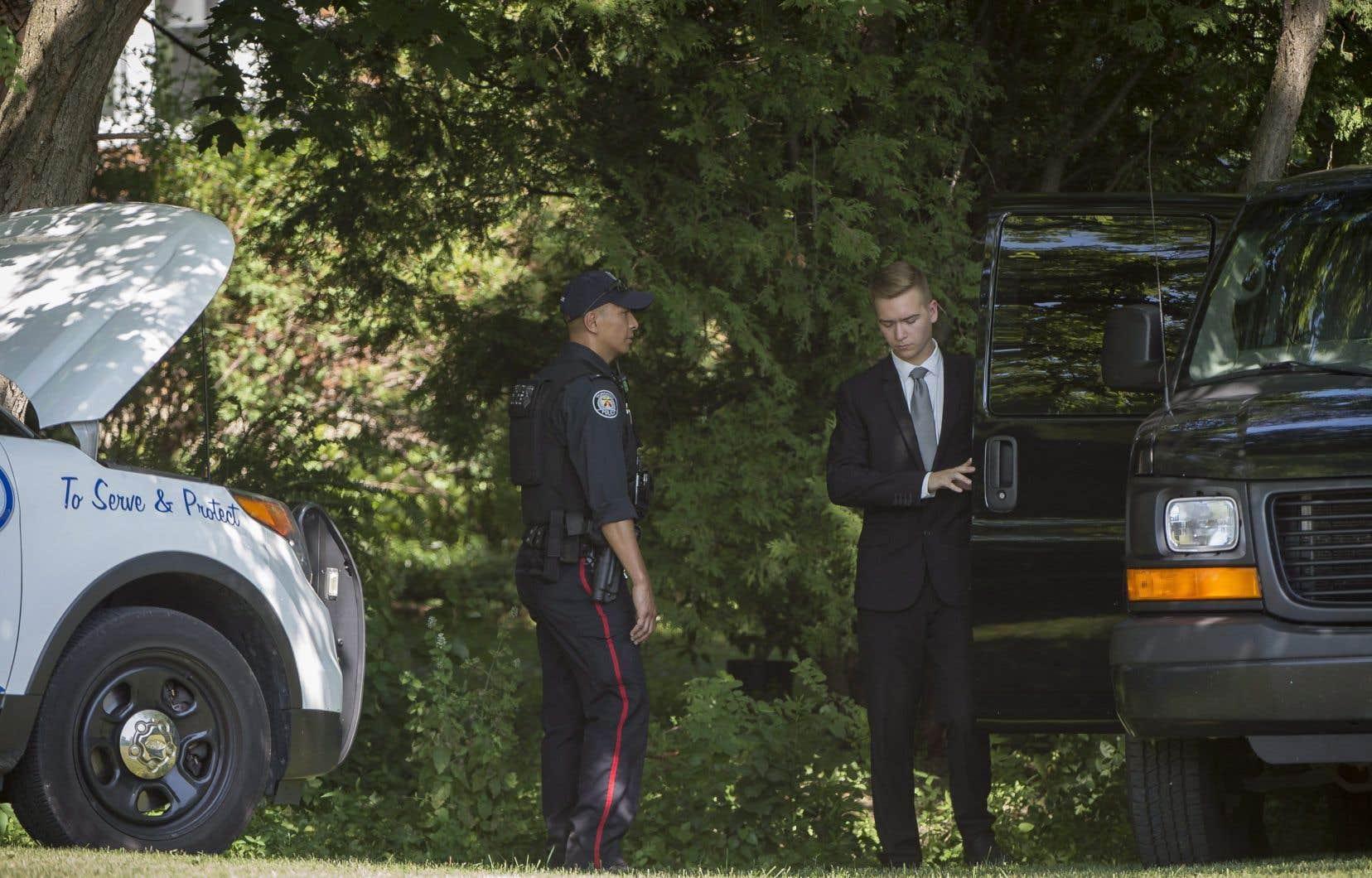 La police de Toronto a trouvé des restes humains sur une propriété où le tueur en série présumé a travaillé comme paysagiste.