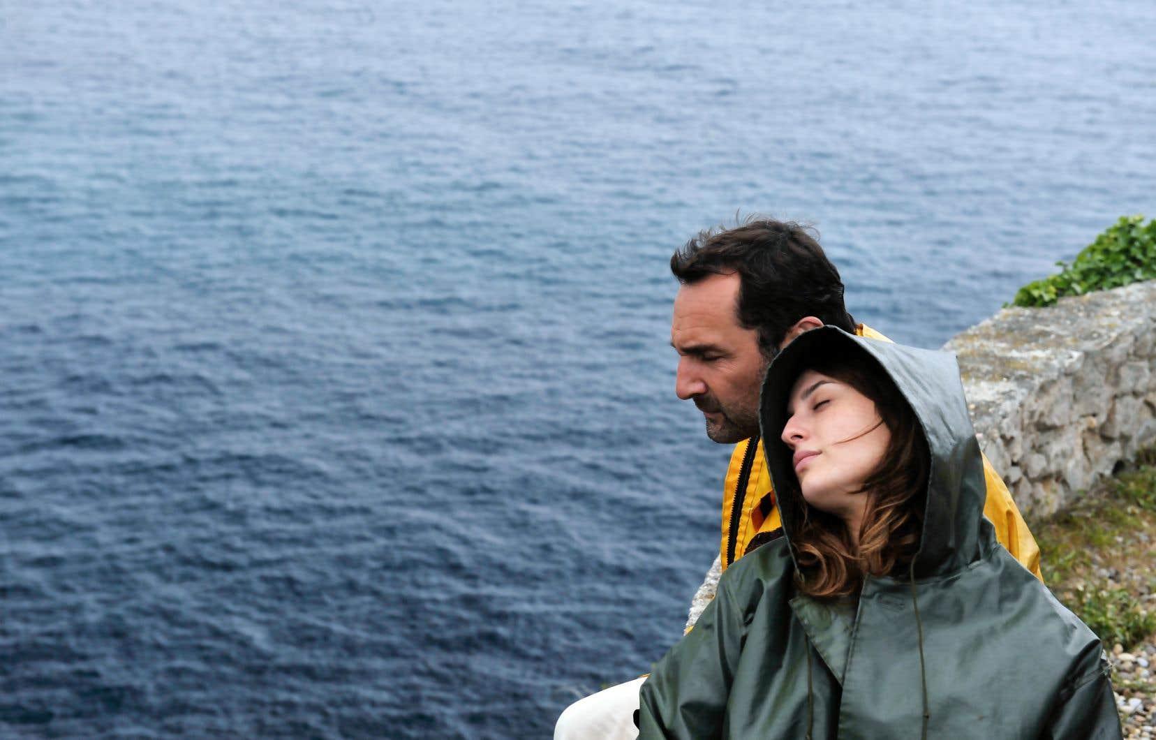 Raconté du point de vue de César, le film multiplie dans un premier temps les séquences impressionnistes évoquant un amour vaporeux.