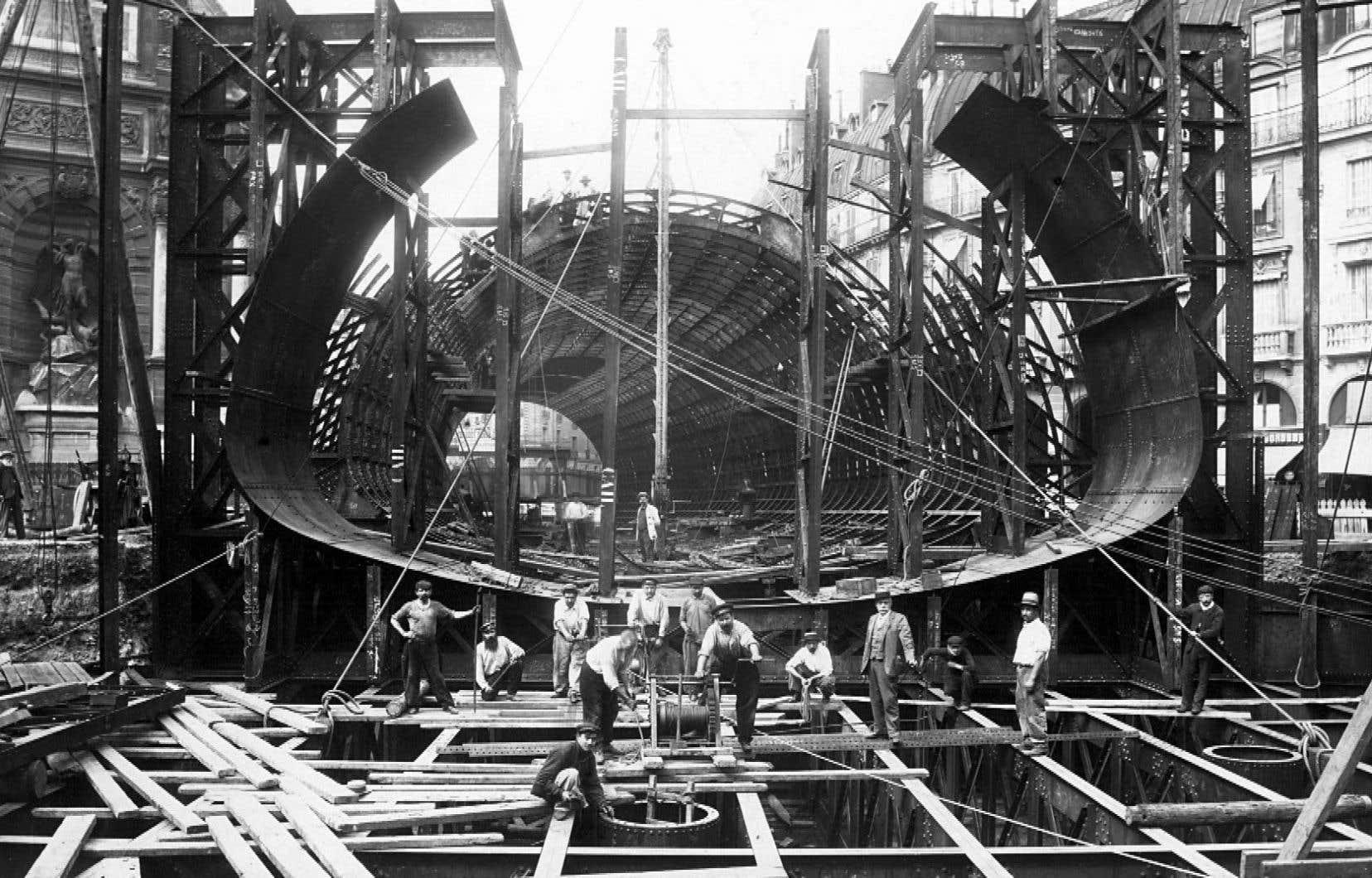 Dans le documentaire «Dans les coulisses du métro de Paris», on raconte comment le métro, qui comporte aujourd'hui 14 lignes et 302 stations, s'est développé au fil des décennies.