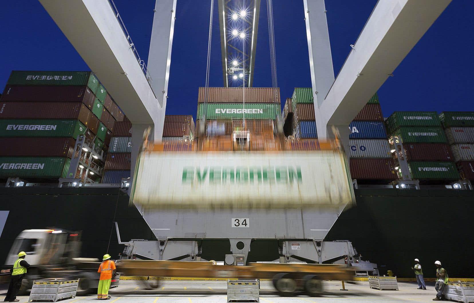 Le gouvernement de Donald Trump a confirmé l'imposition de tarifs douaniers de 25% sur des biens importés de la Chine d'une valeur annuelle de 34milliards de dollars américains.