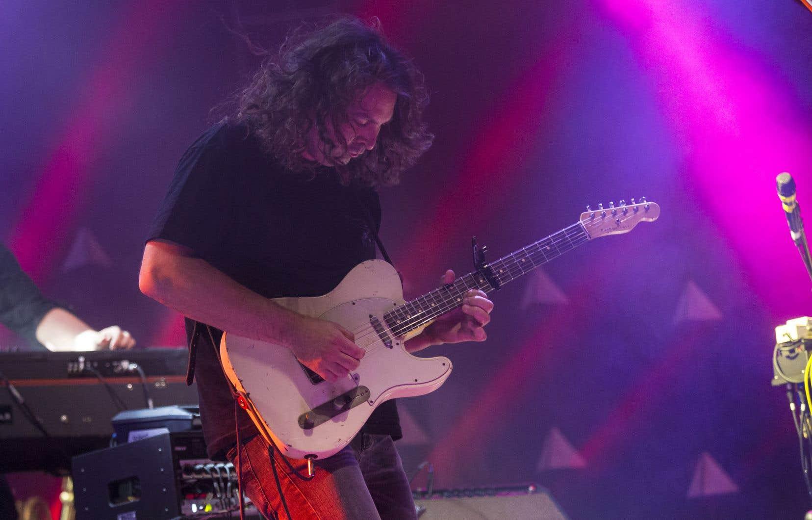 Avec le groupe The War of Drugs, les spectateurs ont eu droit à de la chanson rock de tradition américaine dans toute sa grandeur. Sur la photo,le chanteur et guitariste Adam Granduciel