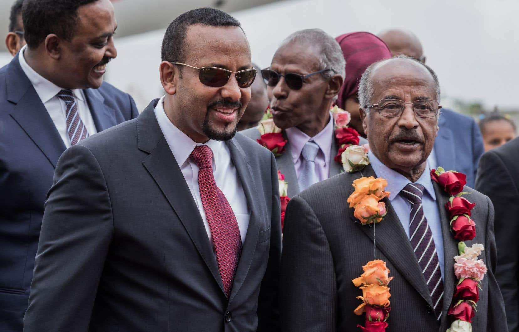 Prise le 26 juin dernier, cette photo montre le ministre des Affaires étrangères de l'Érythrée Osman Saleh Mohammed (à gauche), le premier ministre de l'Éthiopie Abiy Ahmed (au centre) et le ministre des Affaires étrangères Workeneh Gebeyehu.