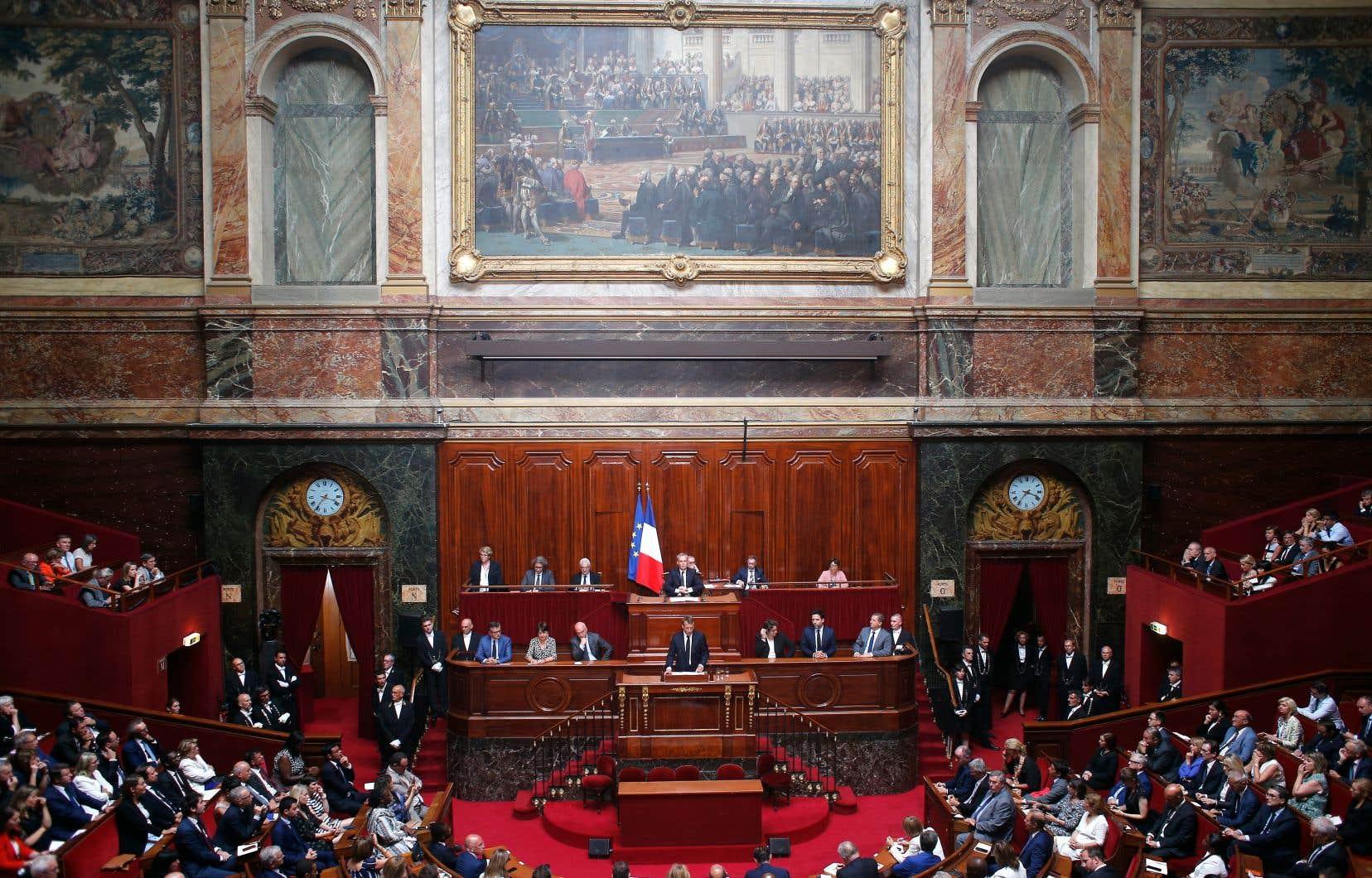 Le président de l'Hexagone, Emmanuel Macron, a livré un discours lundi devant les parlementaires réunis en congrès au château de Versailles près de Paris.