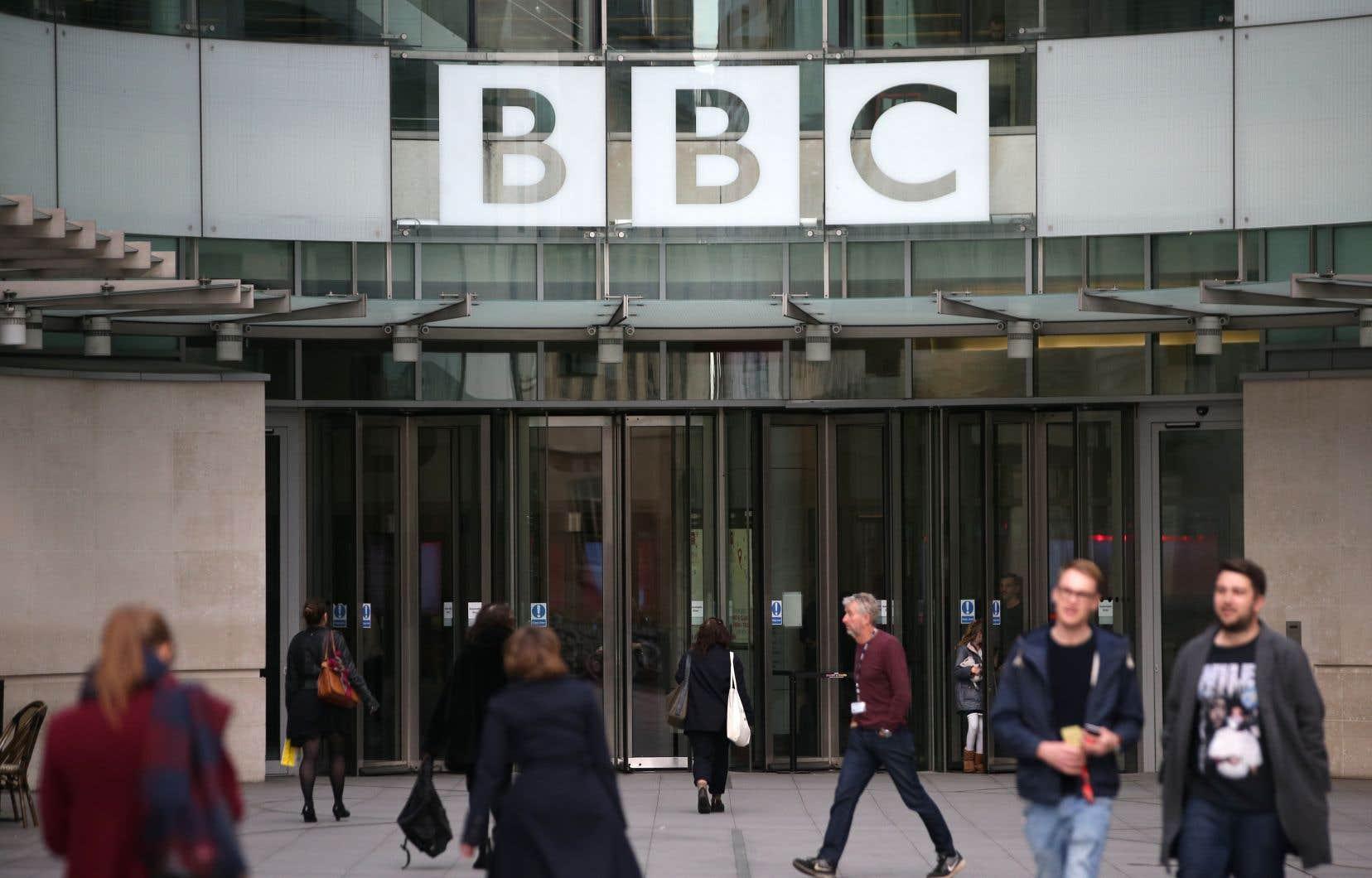 La BBC a fait l'objet de nombreuses critiques depuis qu'elle a été contrainte, en juillet 2017, de révéler les salaires de ses dirigeants et présentateurs vedettes.