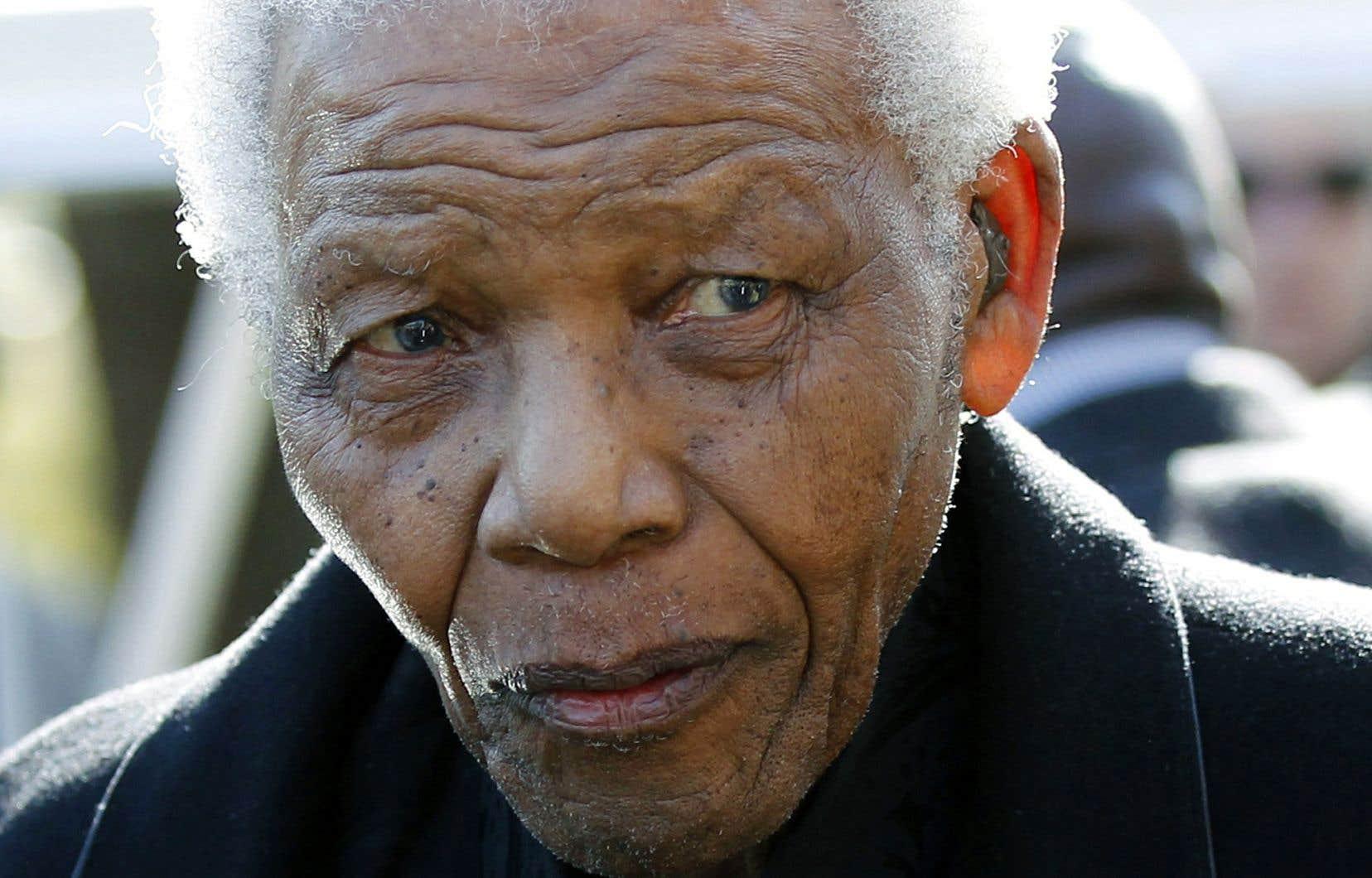 Jour après jour pendant les 27 années de sa détention, Nelson Mandela a écrit pour réclamer des traitements décents, pour lui ou pour ses proches, pour ses compagnons de lutte.