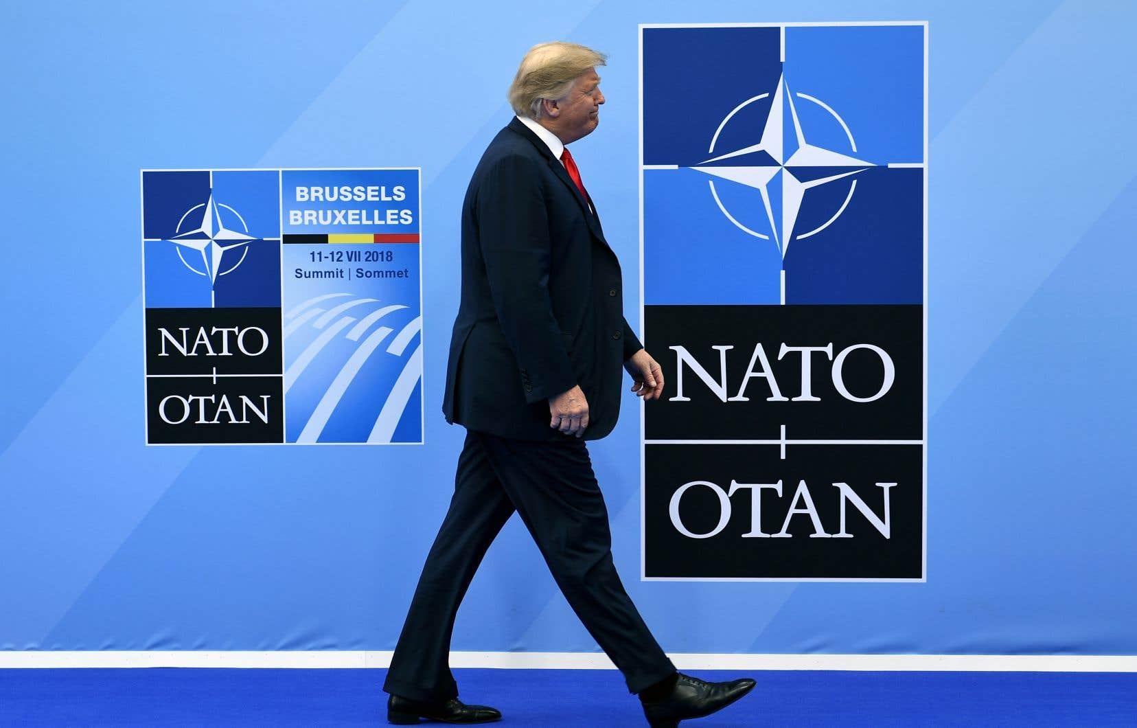 Le président des États-Unis, Donald Trump, a continué de bousculer ses alliés au sommet de l'OTAN qui se tient à Bruxelles.