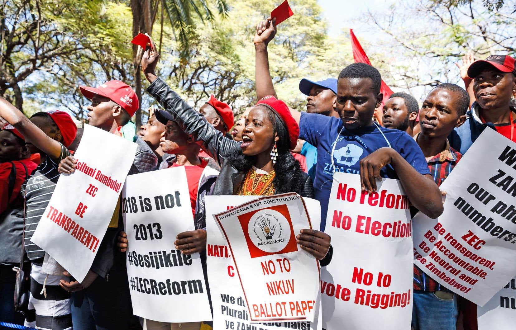 Des partisans du Mouvement pour un changement démocratique ont manifesté à Harare mercredi.