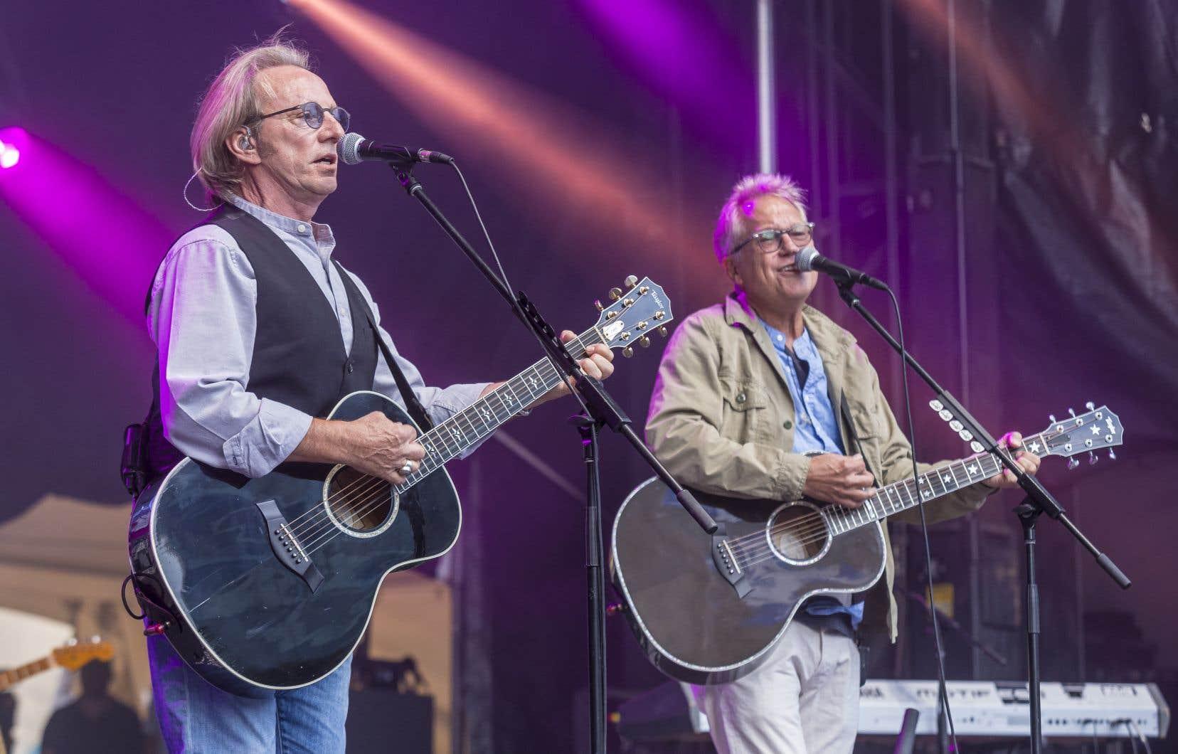 America, c'était un peu les Eagles, un peu Crosby, Stills et Nash, un peu les Bee Gees, un peu les Beach Boys, un peu beaucoup les Beatles. Le meilleur du folk-pop acoustique des années 1970.