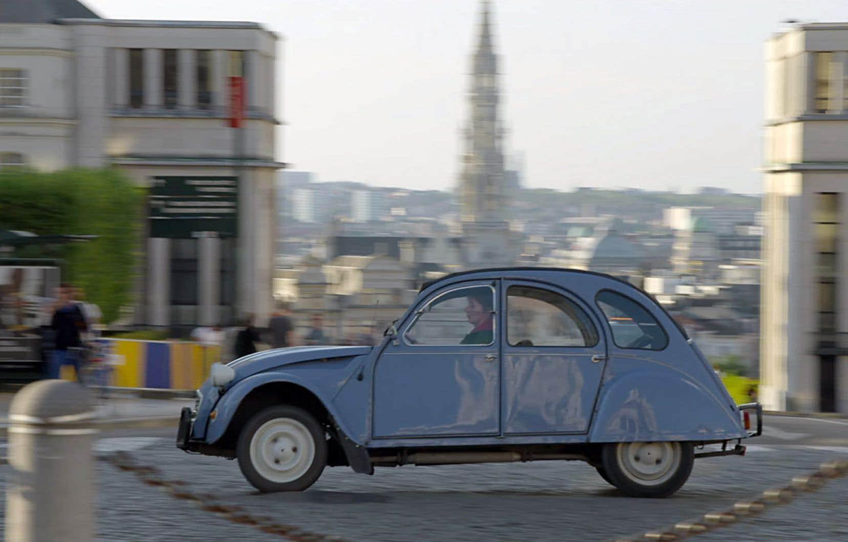 Les documentaristes ont suivi à la trace la juge, même lors de ses virées dans la capitale belge au volant de sa vieille Citroën 2CV.