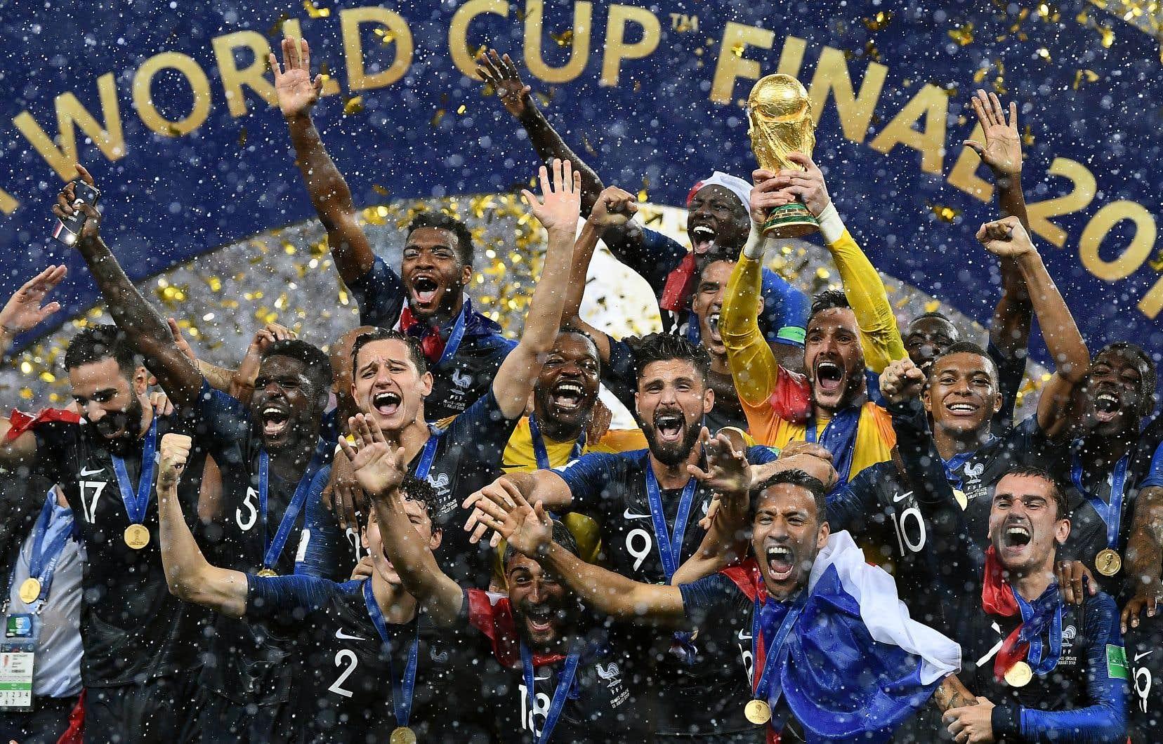 La France est championne de la Coupe du monde de la FIFA pour la deuxième fois de son histoire, après le sacre de 1998.