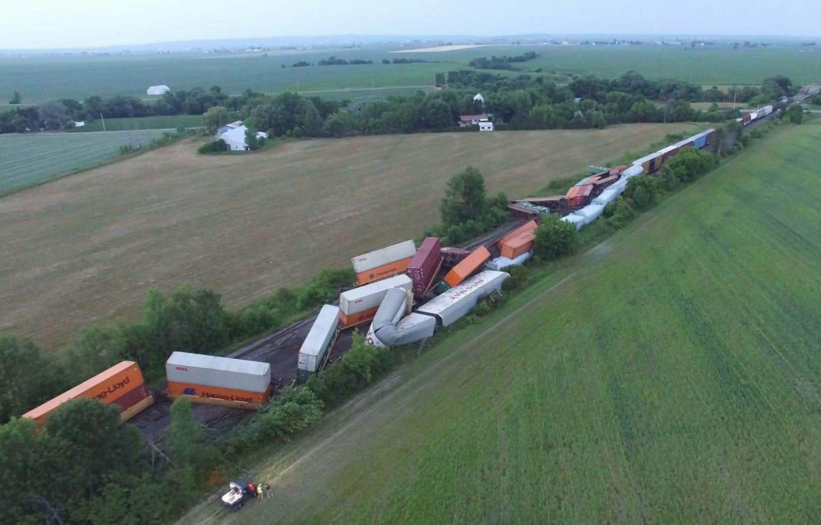 <p>Vingt-cinq wagons ont déraillé sur un convoi de 95 wagons.</p>