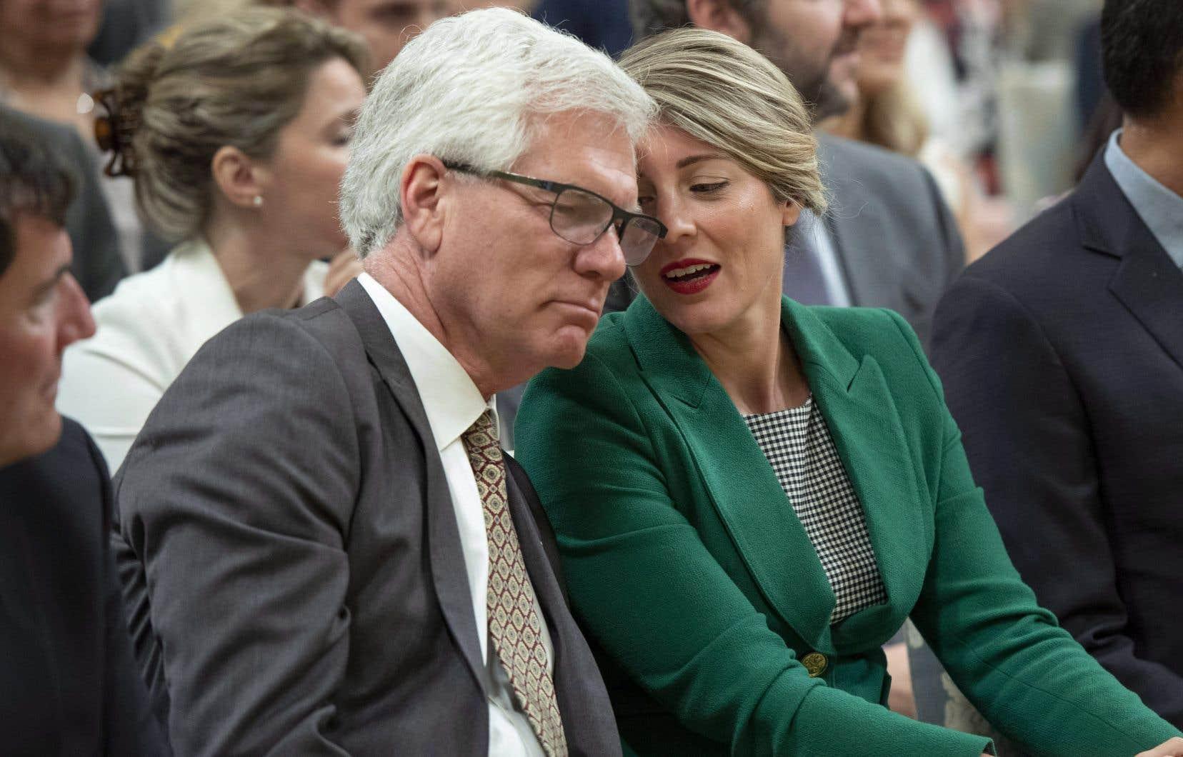 Les ministres Jim Carr et Mélanie Joly, mercredi