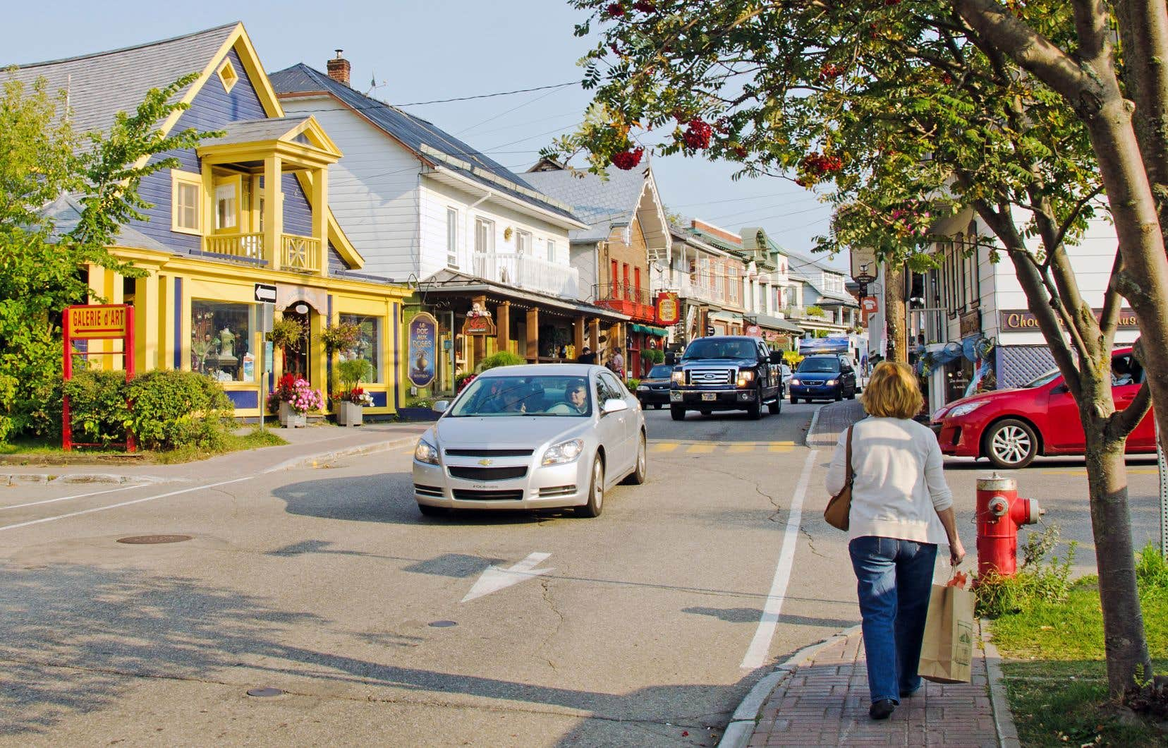 La rue Saint-Jean-Baptiste à Baie-Saint-Paul. Les municipalités peuvent désormais agir comme entrepreneurs pour le développement économique sur leur territoire depuis l'abolition des centres locaux de développement.