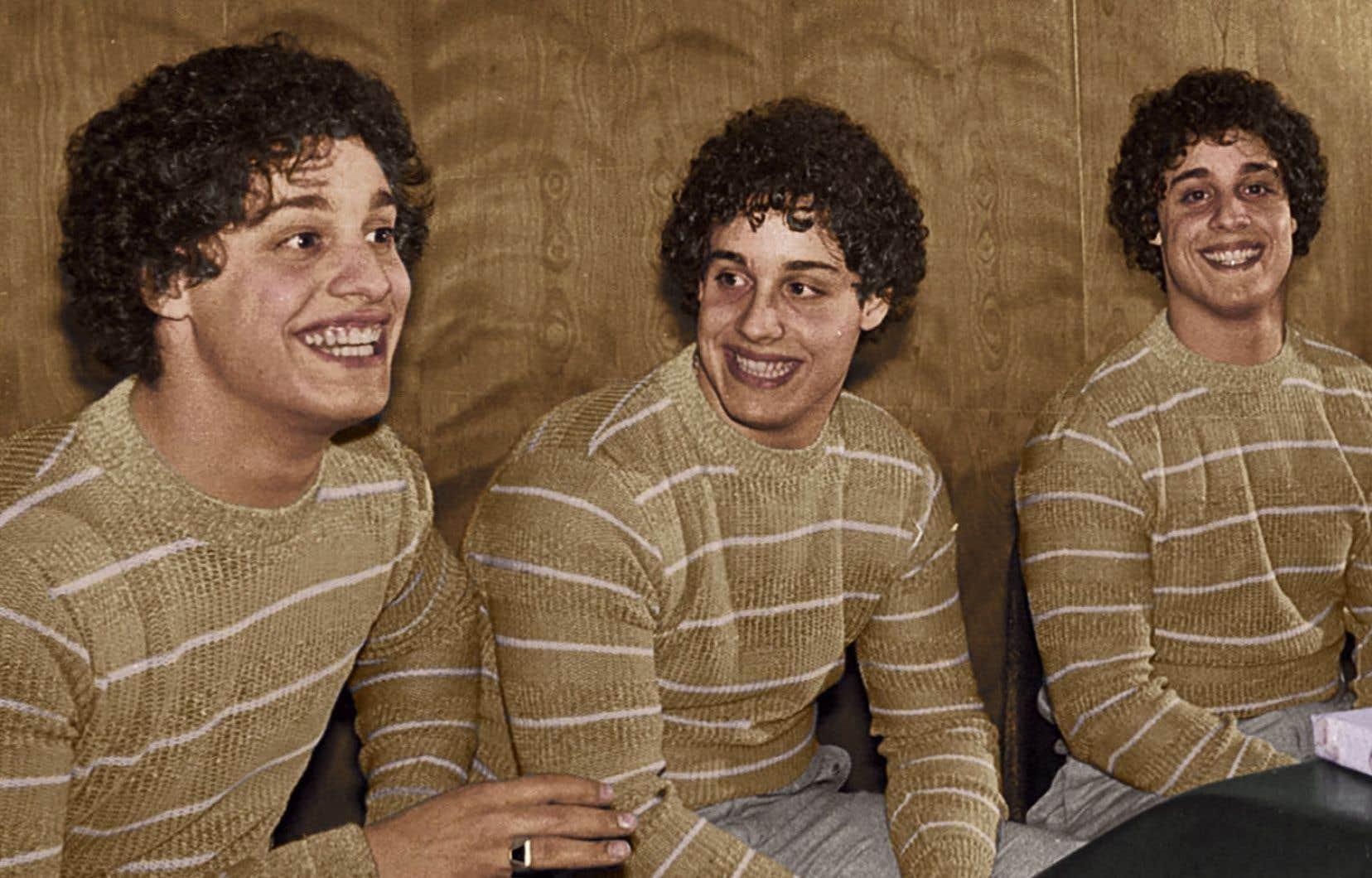 New York, 1980. Trois parfaits inconnus découvrent accidentellement qu'ils sont des triplés identiques, séparés à la naissance.