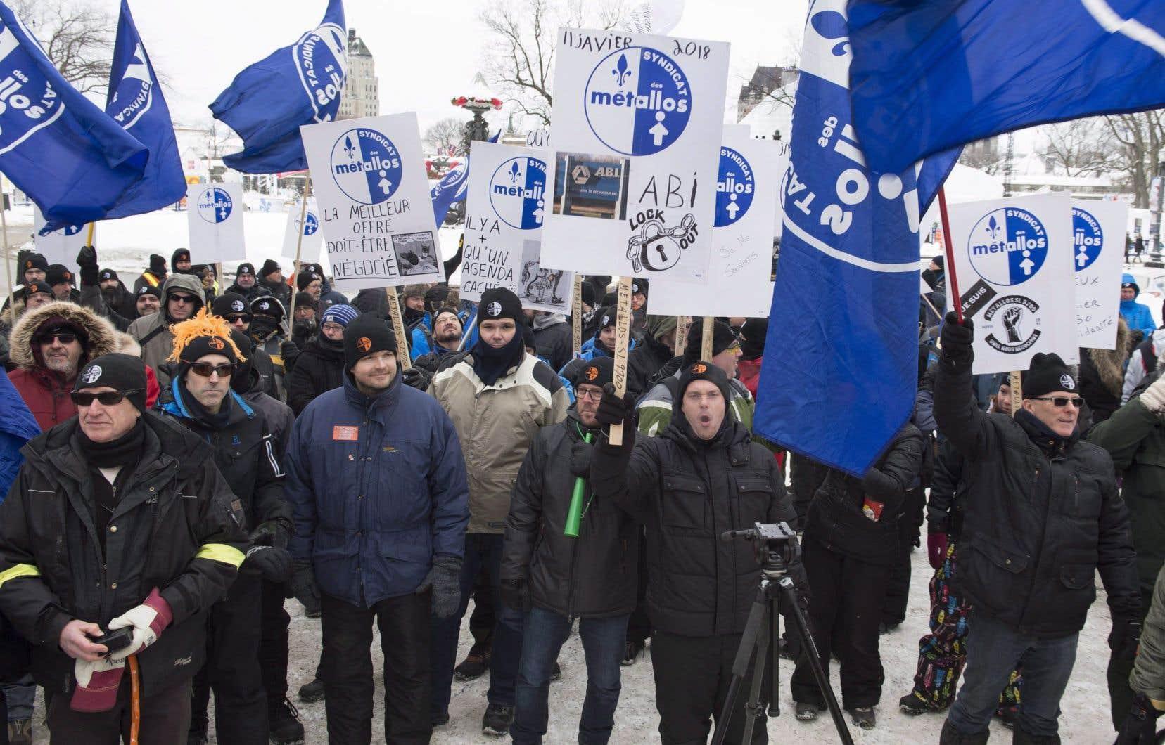 Manifestation de travailleurs d'ABI, mis en lockout par la direction de l'entreprise le 11 janvier dernier